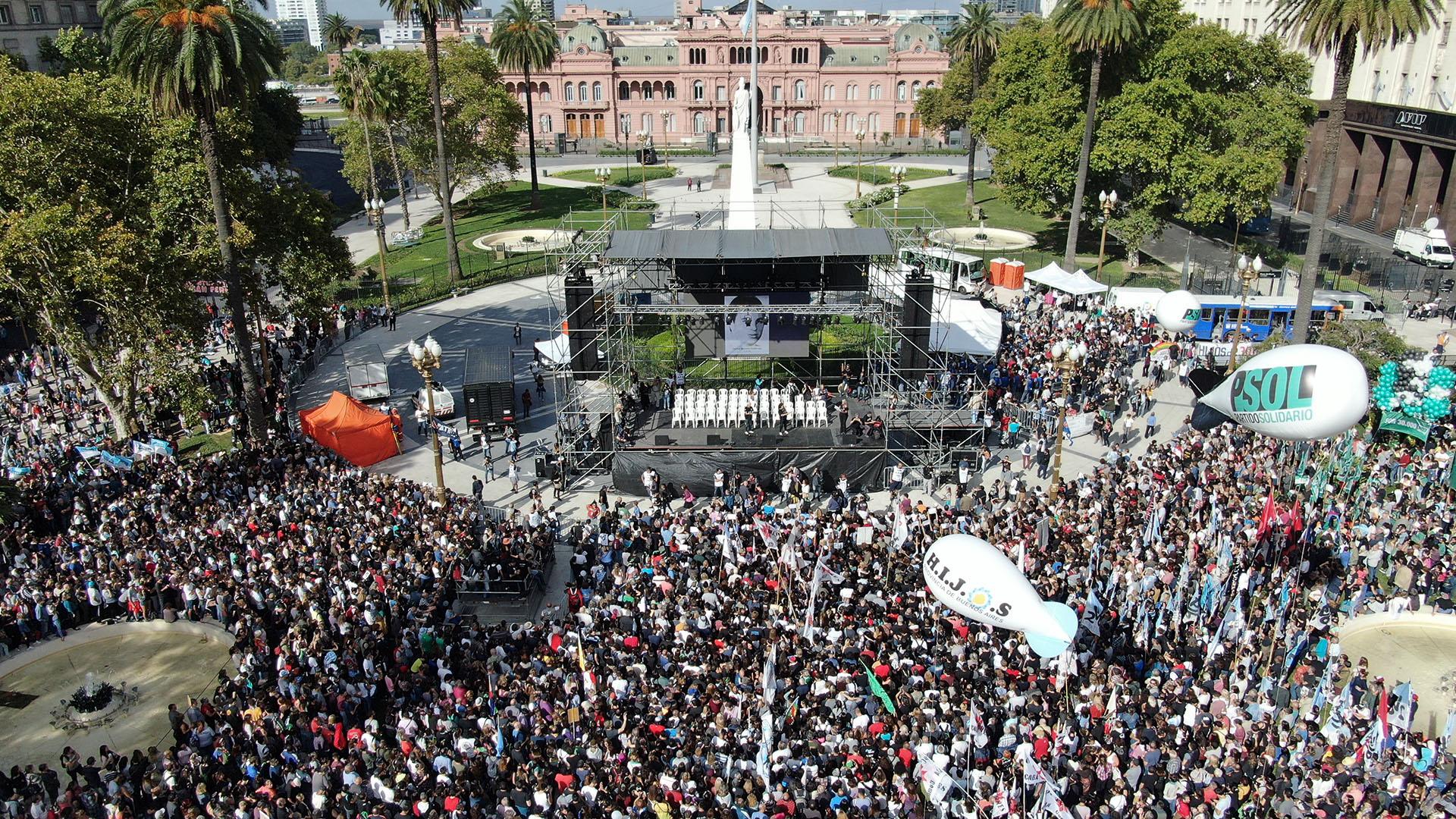 El escenario estuvo montado sobre el obelisco de la Plaza de Mayo
