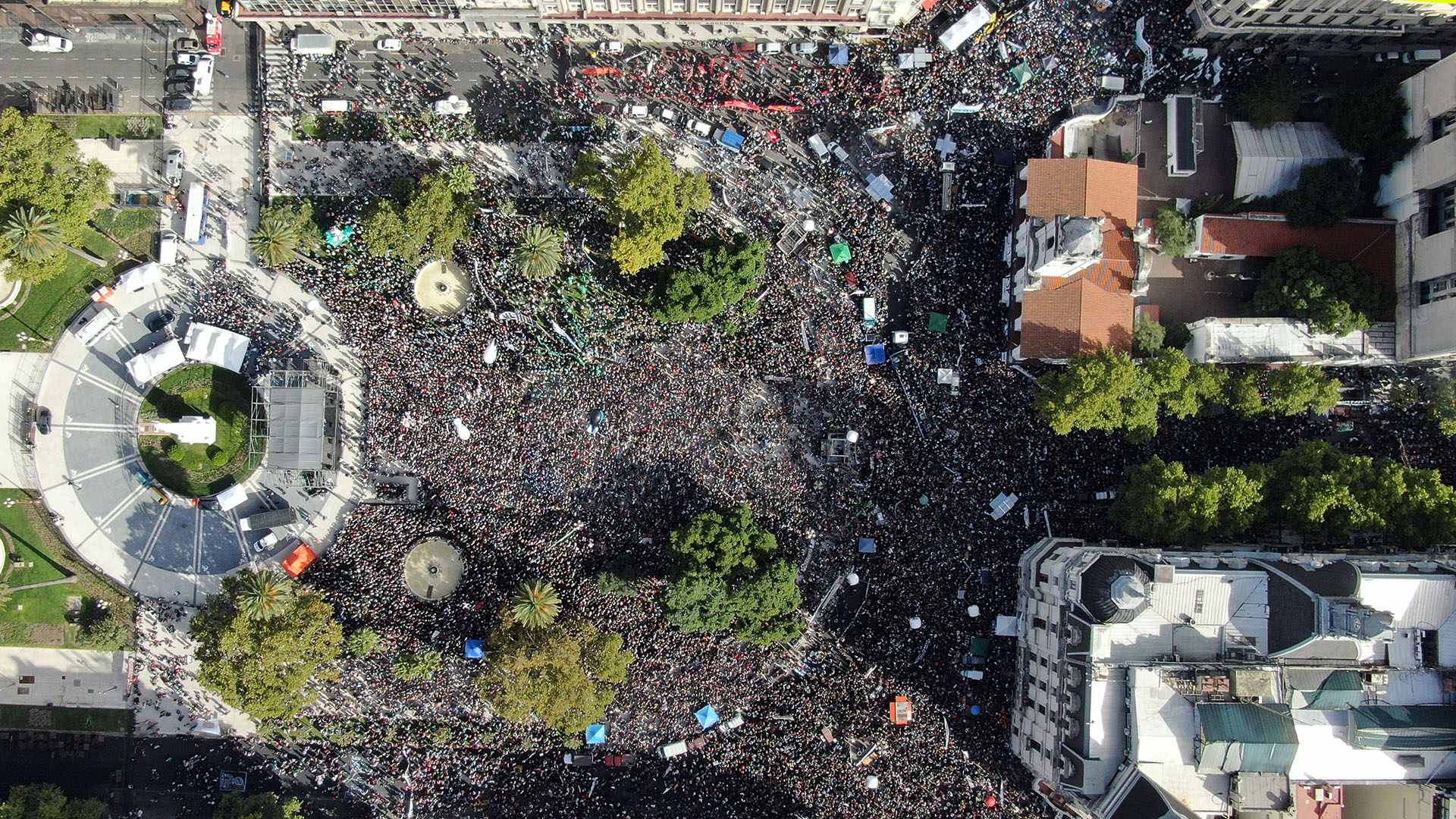 Una multitud formó parte del acto central en la Plaza de Mayo (Lihueel Althabe)