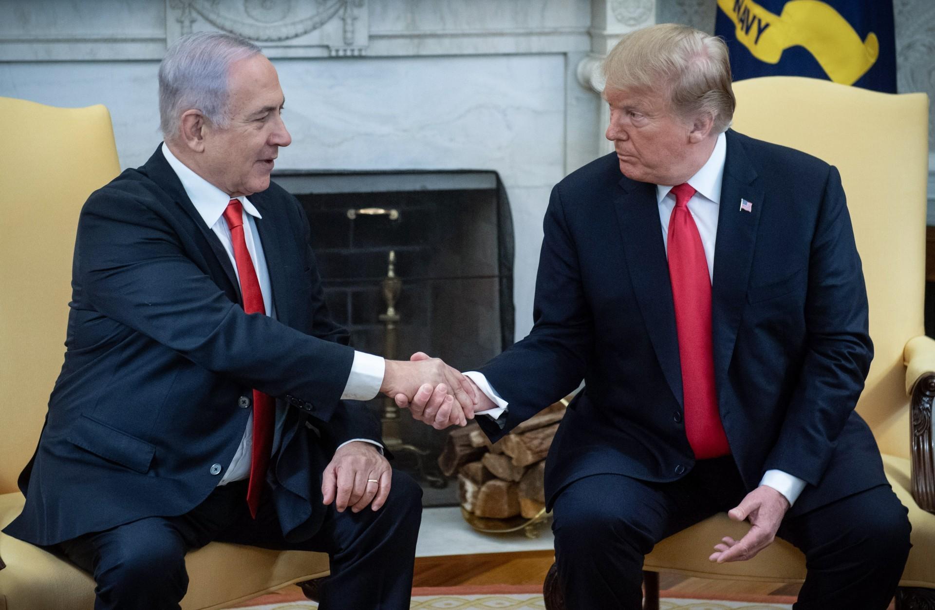 El saludo entre ambos mandatarios en la Casa Blanca el pasado 25 de marzo (SAUL LOEB / AFP)