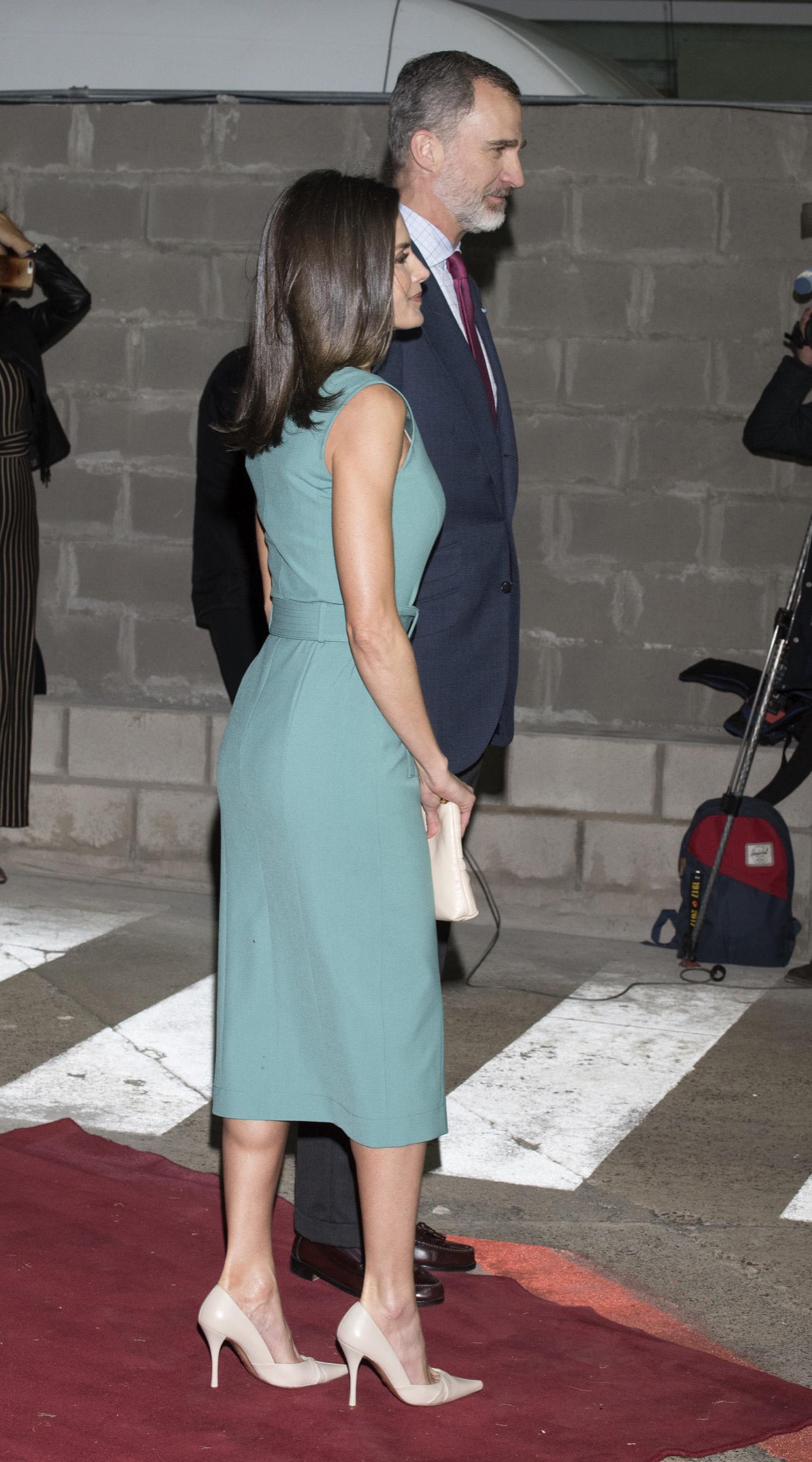 Siempre sobre stilettos altísimos para equipar su altura a la del Rey de España.