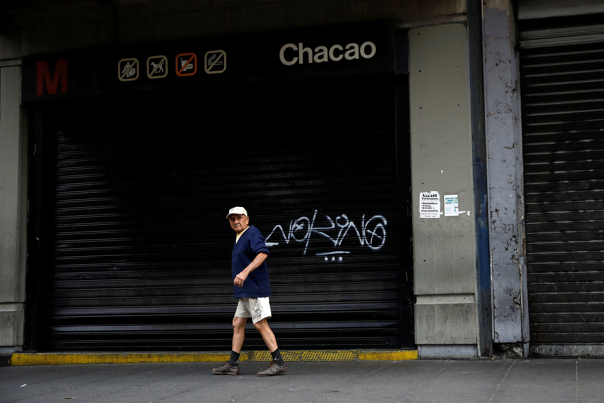 La línea de metro permanecieron cerradas el martes por el apagón masivo (Reuters)