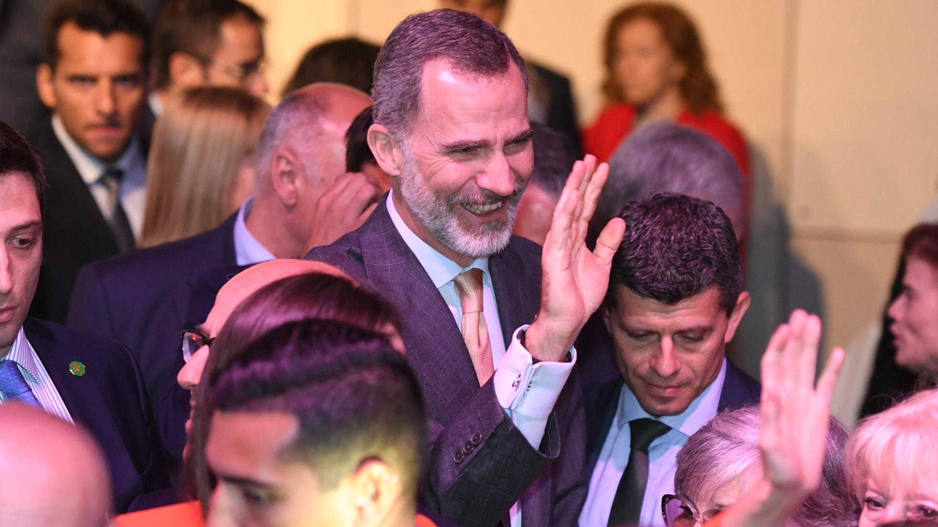 El Rey saludando a los miembros de la colectividad española de la Argentina