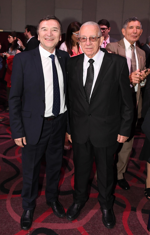 José Vila Alem, del Centro Galicia, y Horacio Saltarelli, presidente de la Asociación Tuy Salceda