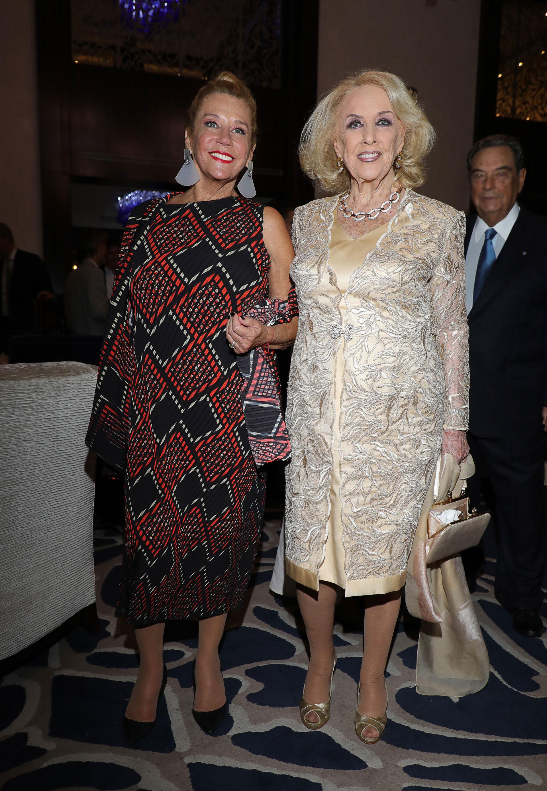 Las conductoras de televisión Marcela Tinayre y Mirtha Legrand fueron parte de la recepción