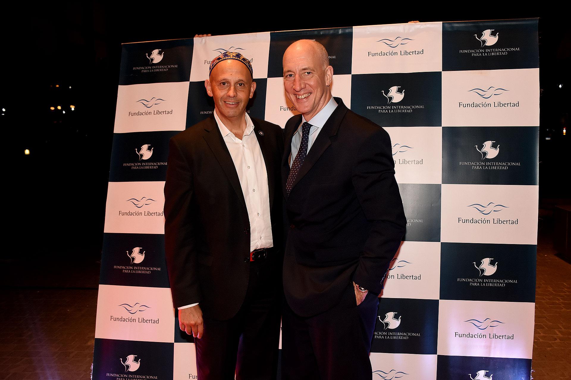 El secretario de Ambiente y Desarrollo Sustentable, Sergio Bergman, y el embajador británico Mark Kent