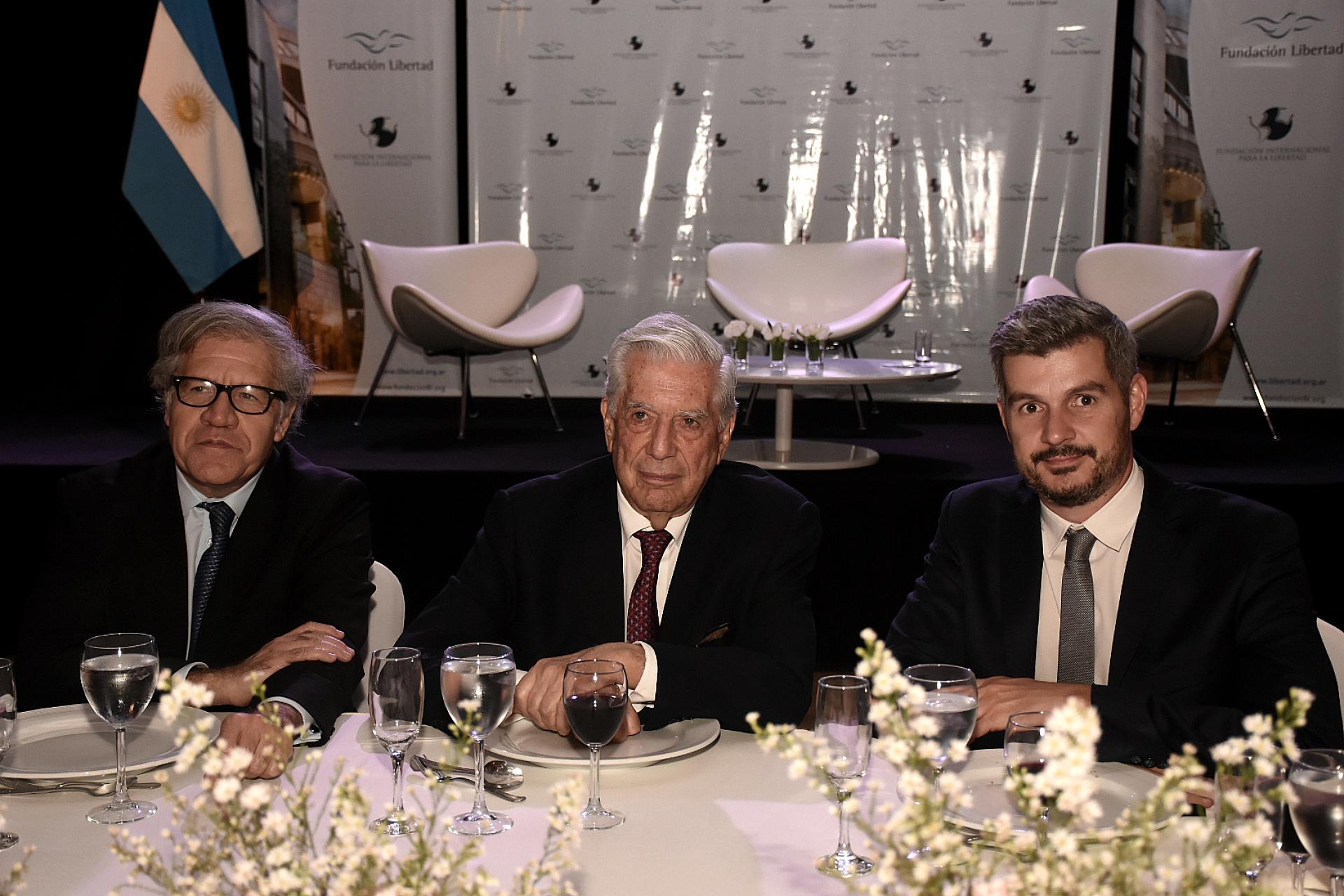 Luis Almagro, Mario Vargas Llosa y Marcos Peña