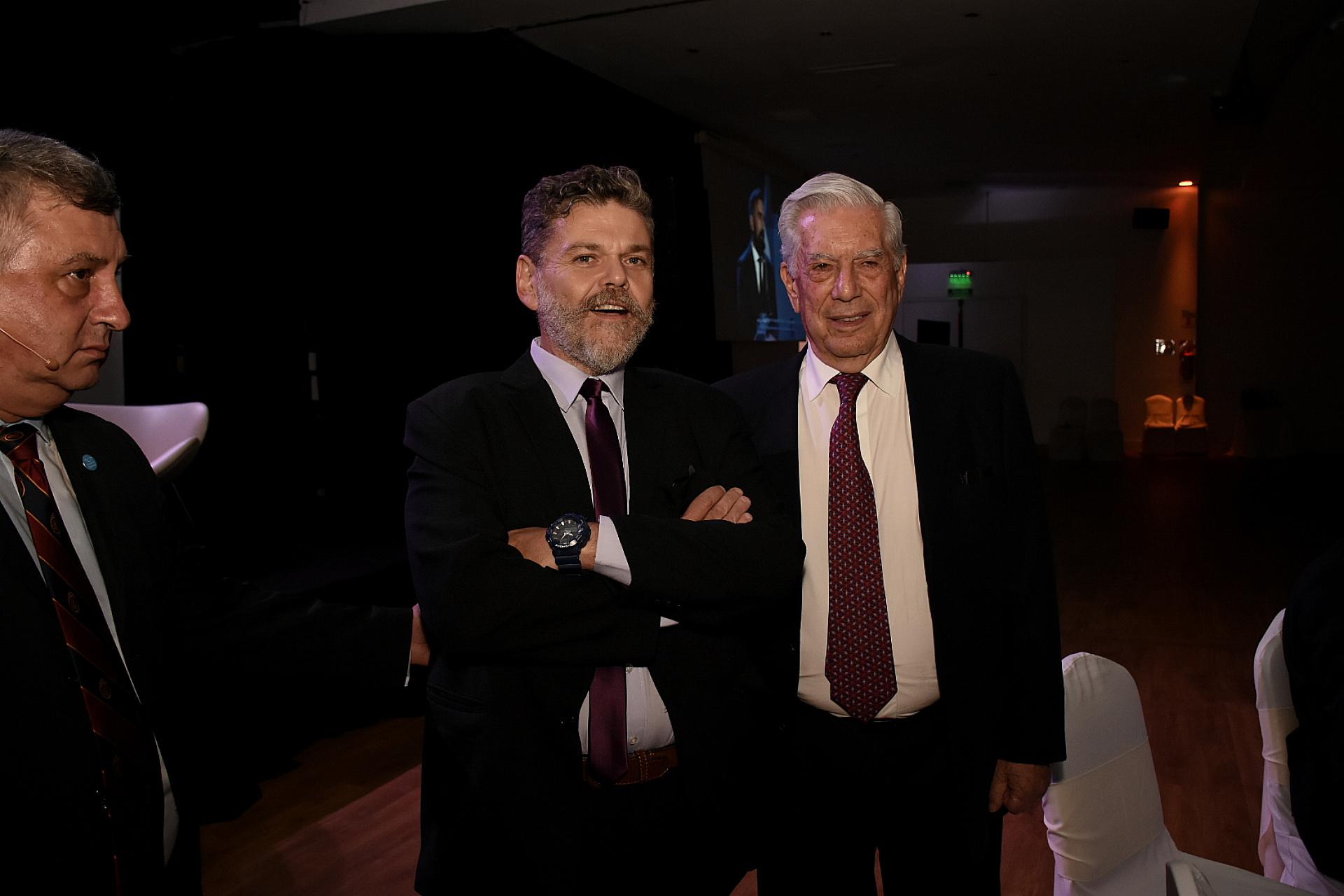 Alfredo Casero y Mario Vargas Llosa
