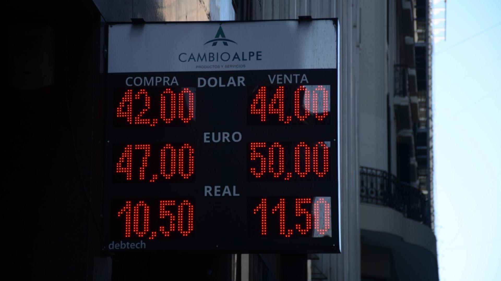 El dólar acumula un avance de 14,4% en el transcurso de 2019. (Franco Fafasuli)