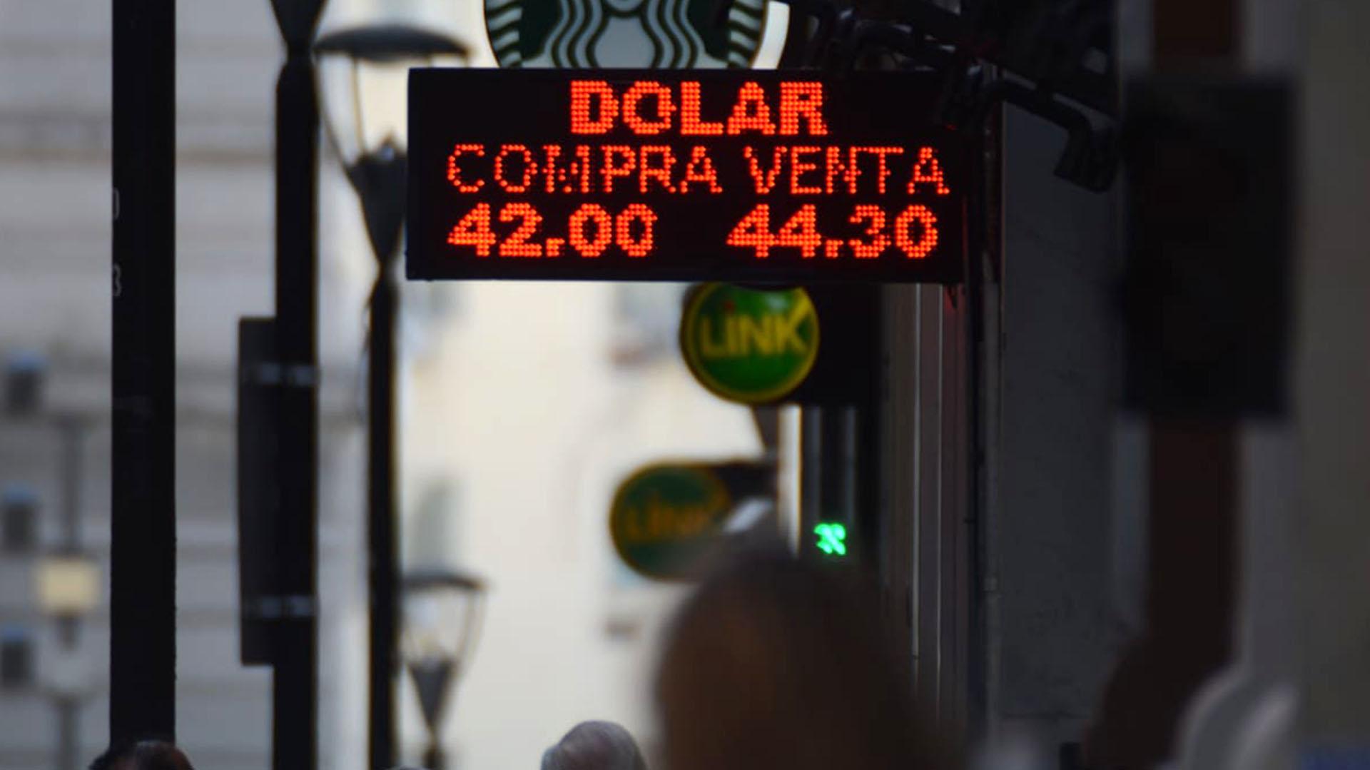 Sube el dólar por segunda jornada consecutiva (Foto: Franco Fafassuli)