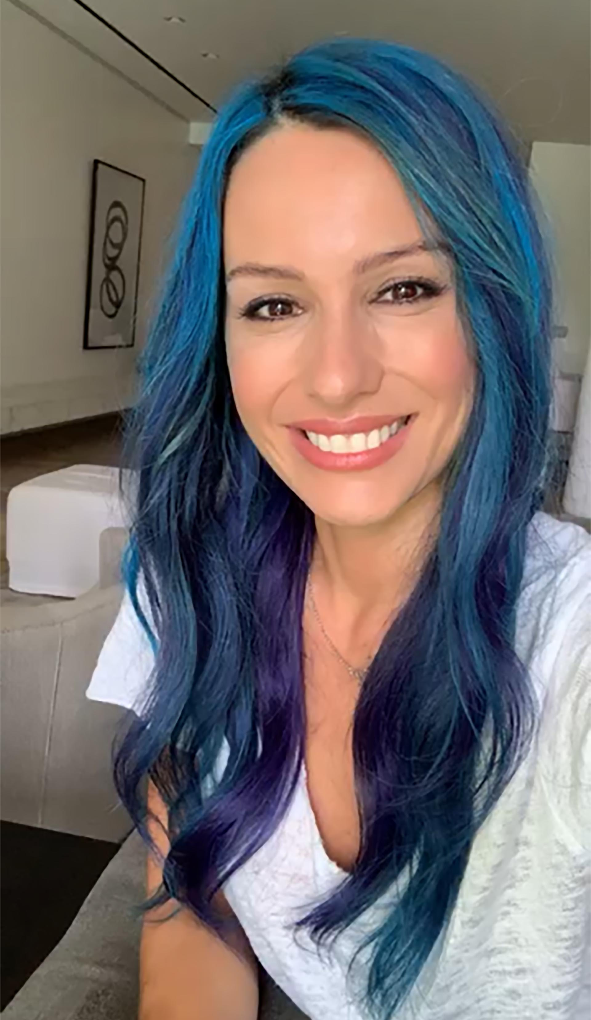 Pampita se tiñó el pelo de azul para el desafío #StellaBlueChallenge, que promueve la donación de agua para transformar vidas