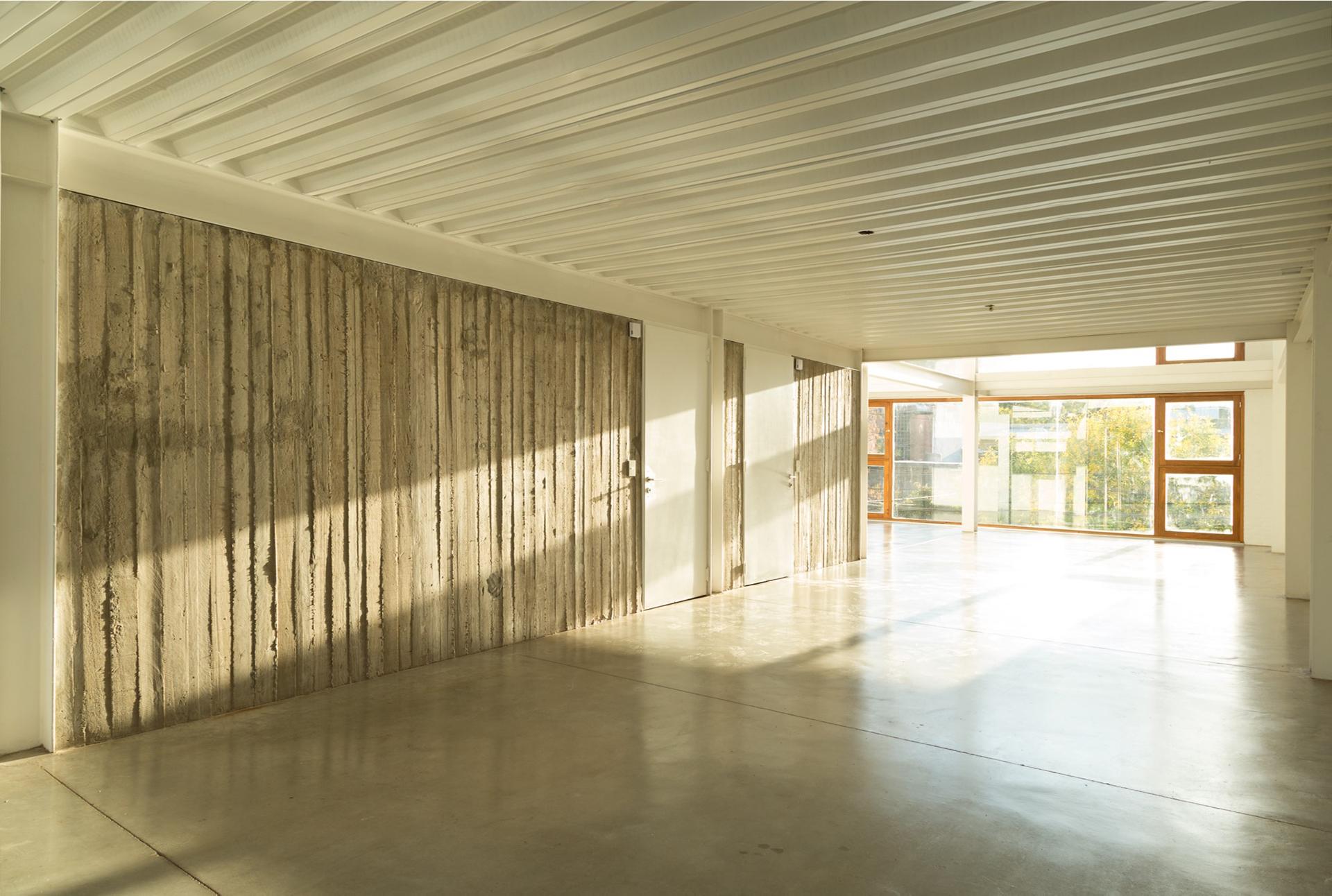 Esta planta libre se planteó por el estudio Hermanos Goldenberg, desde su concepción para el uso de oficinas