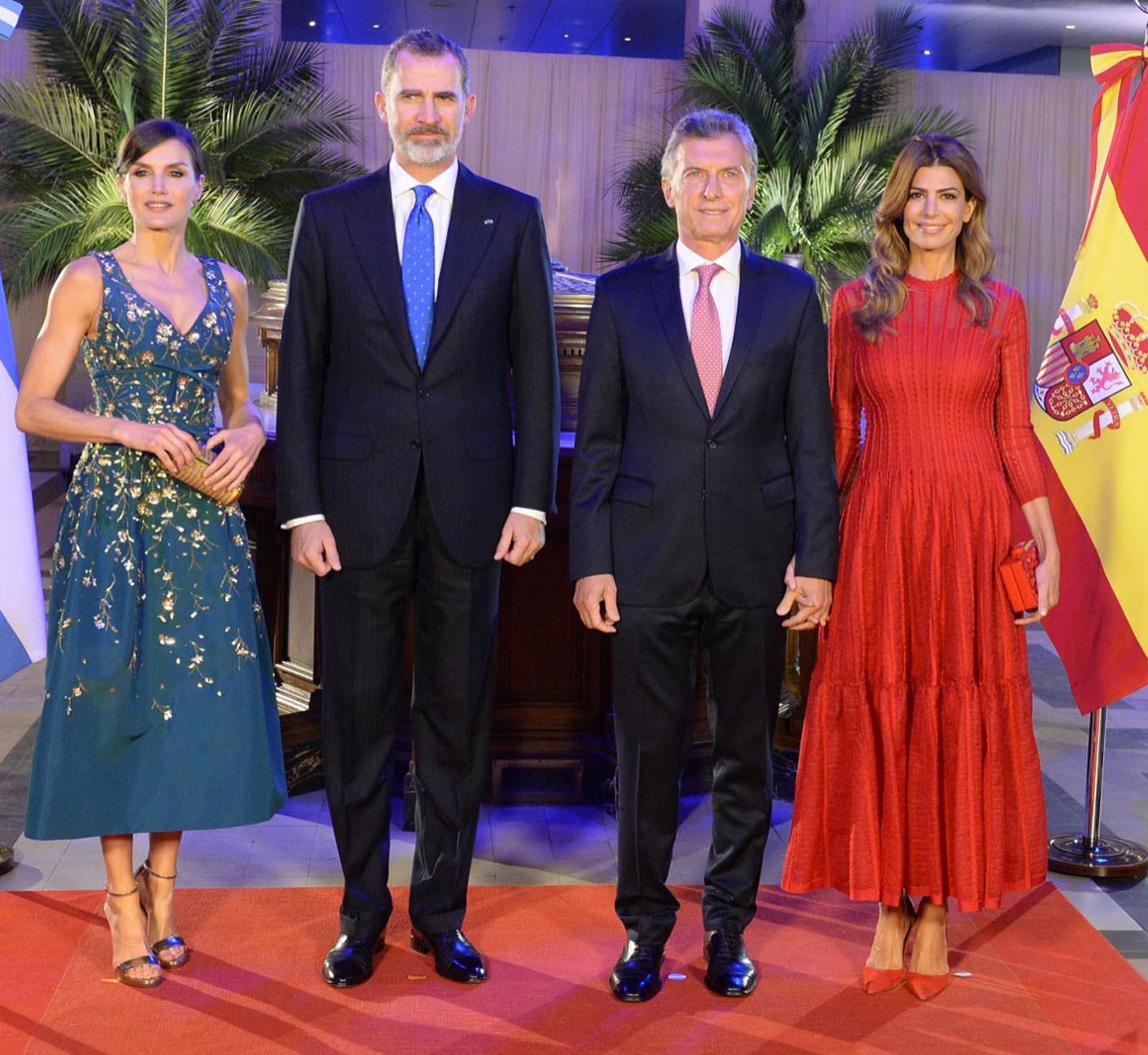 Vogue amó el vestido rojo que llevó Juliana al CCK.