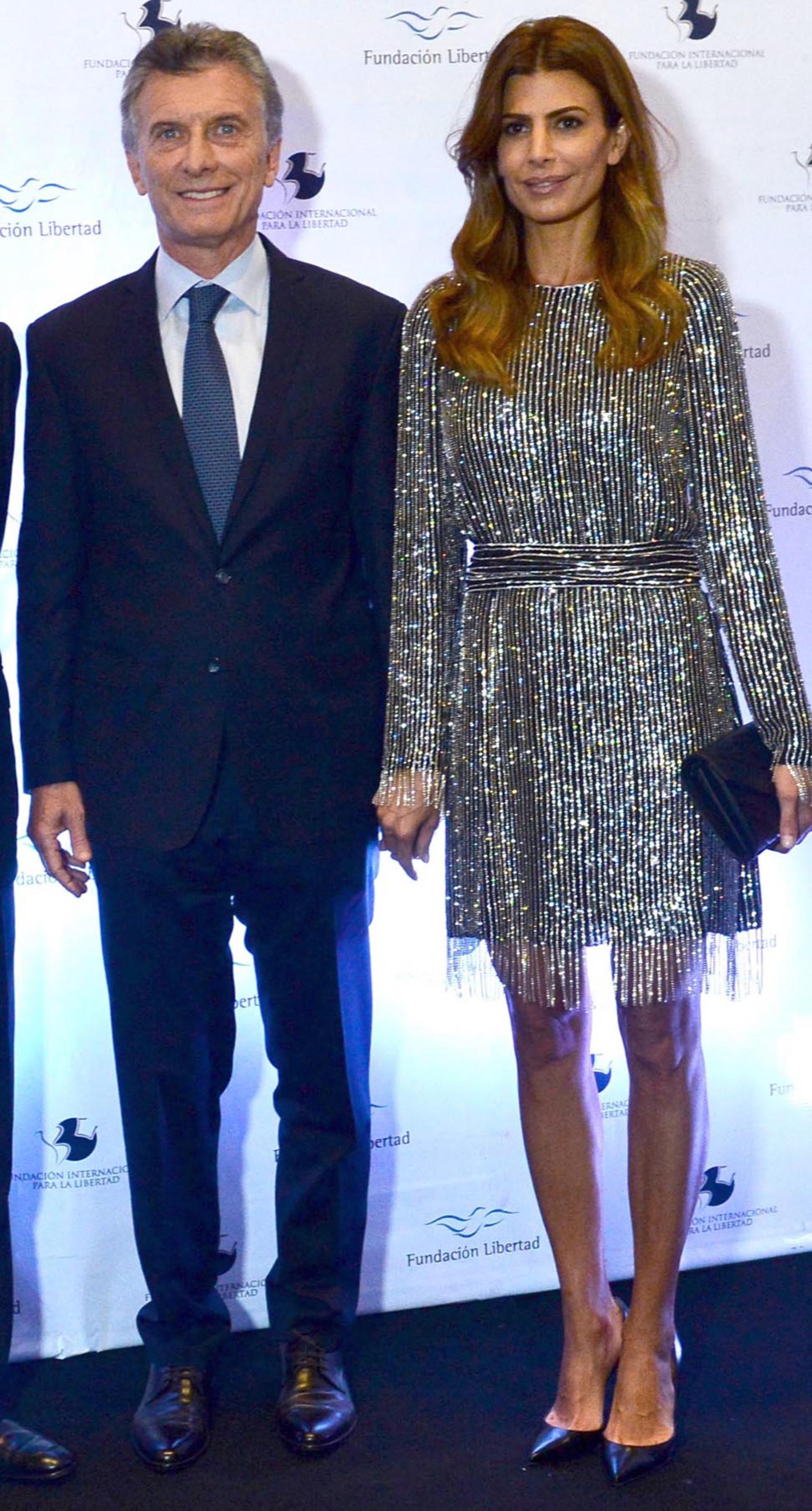 """""""Inspirador"""", remarcó la revista Vogue al referirse al vestido de pailletes que usó la Primera Dama."""