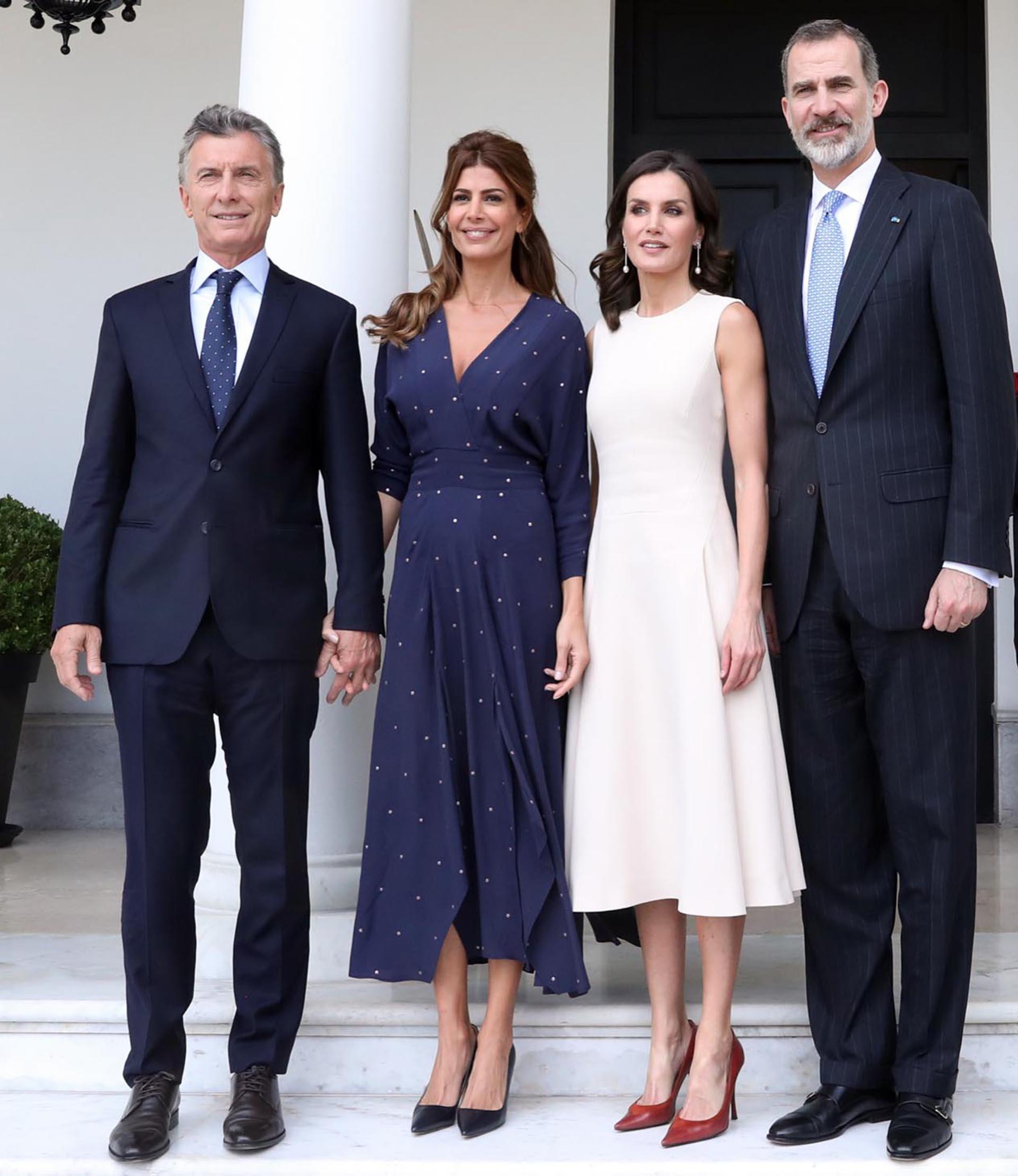 """""""Las dos sienten debilidad por los vestidos ladylike, los stilettos y las joyas sencillas pero rotundas"""", dijo la revista Vogue de Juliana y de Letizia."""