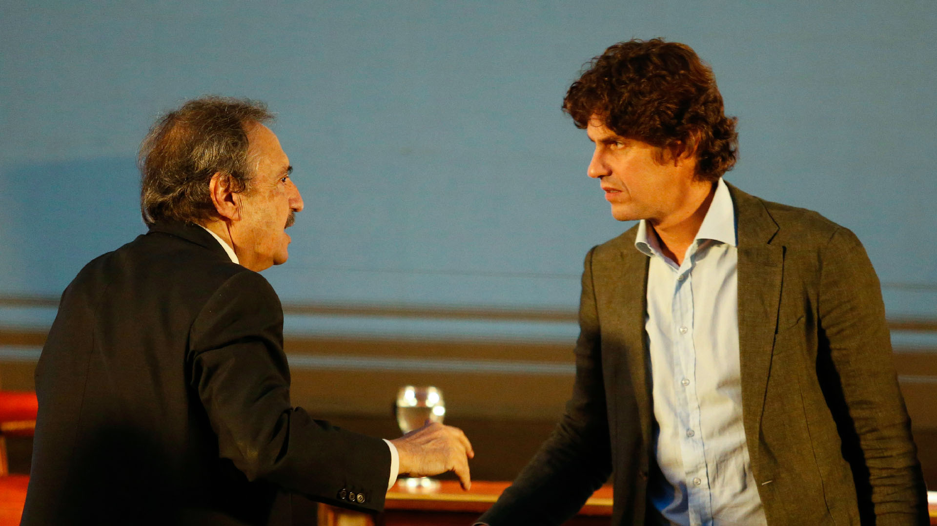 Ricardo Alfonsín saluda a Martín Lousteau