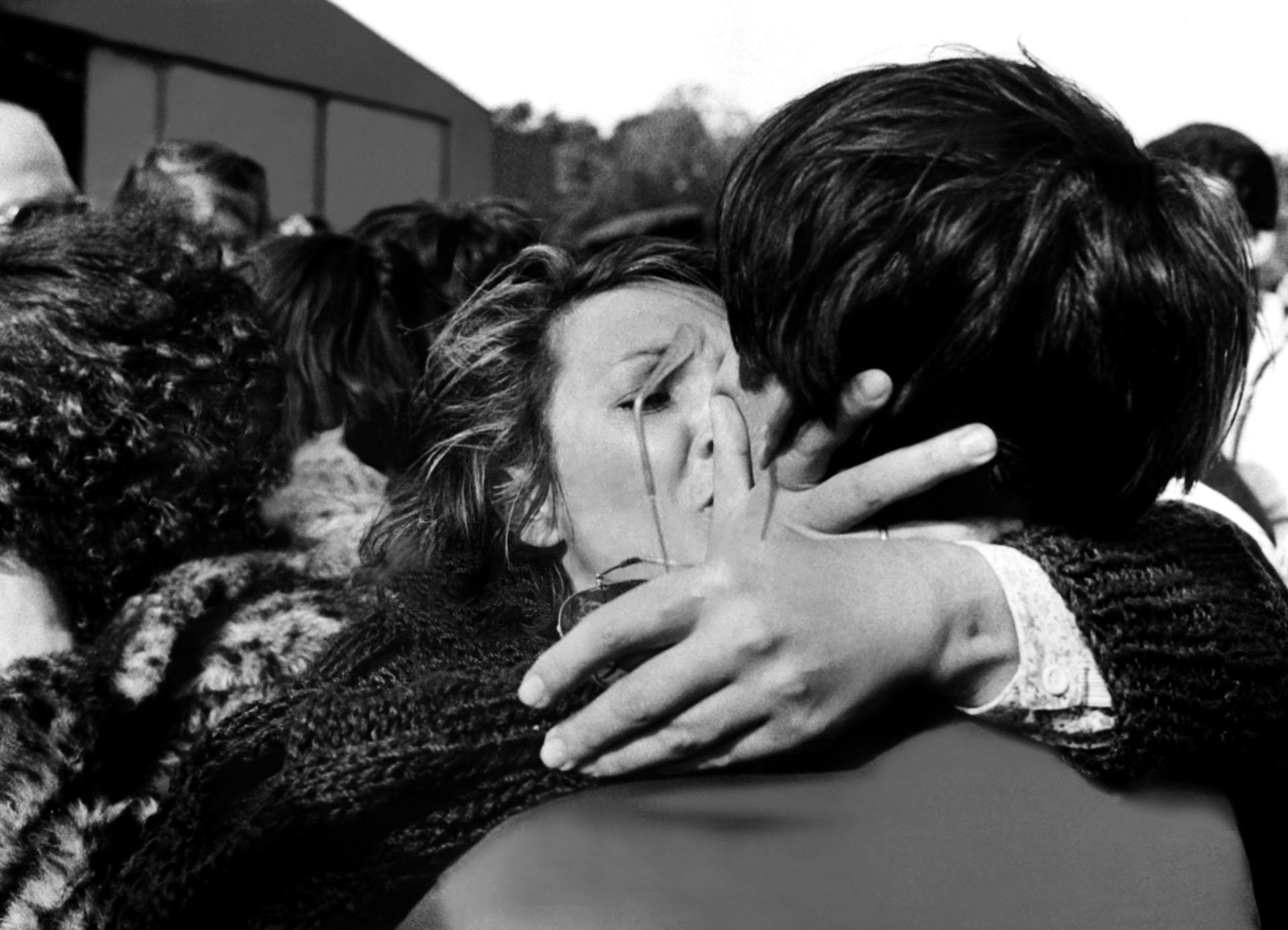 La emotiva despedida de un soldado que parte hacia las islas (Foto: Juan Sandoval).