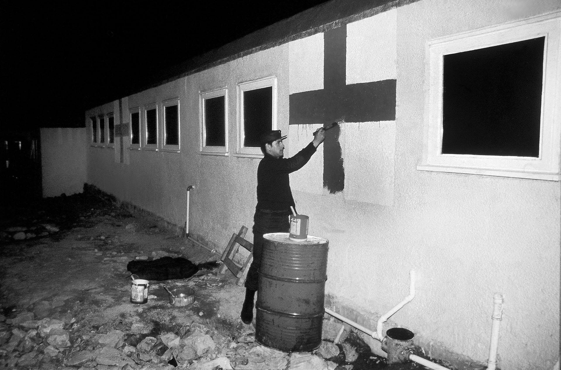 Los últimos retoques para el lugar donde serán atendidos los heridos en combate. Médicos y enfermeras cumplirán una tarea sin descansos y contra reloj (Foto: Eduardo Farré).
