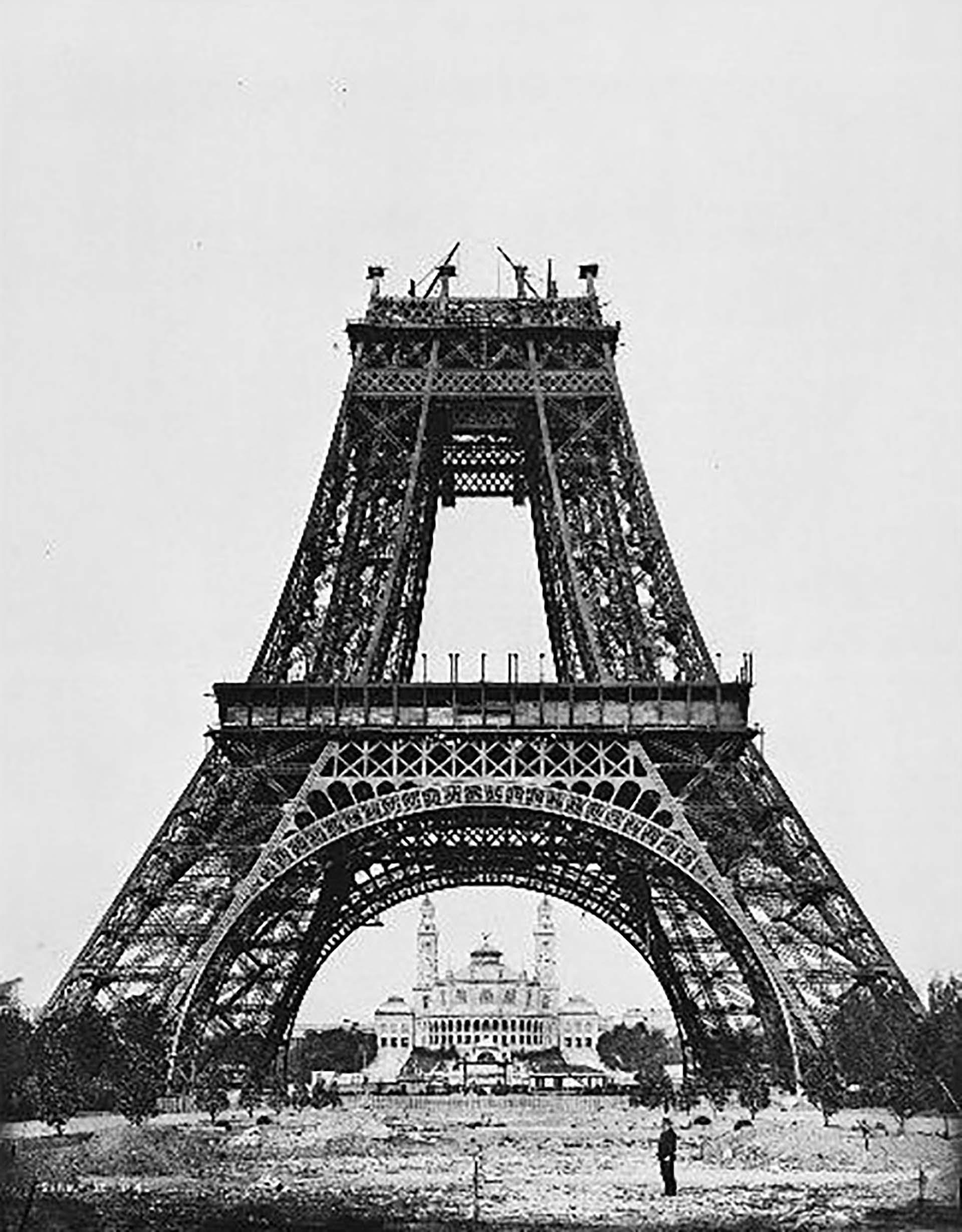 El 21 de agosto de 1888 se completó el segundo nivel.
