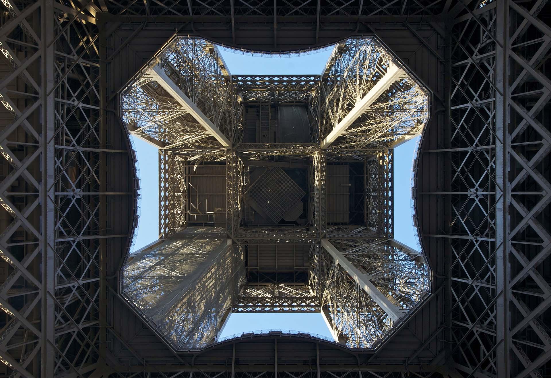 Una vista desde abajo de la estructura de 300 metros de altura