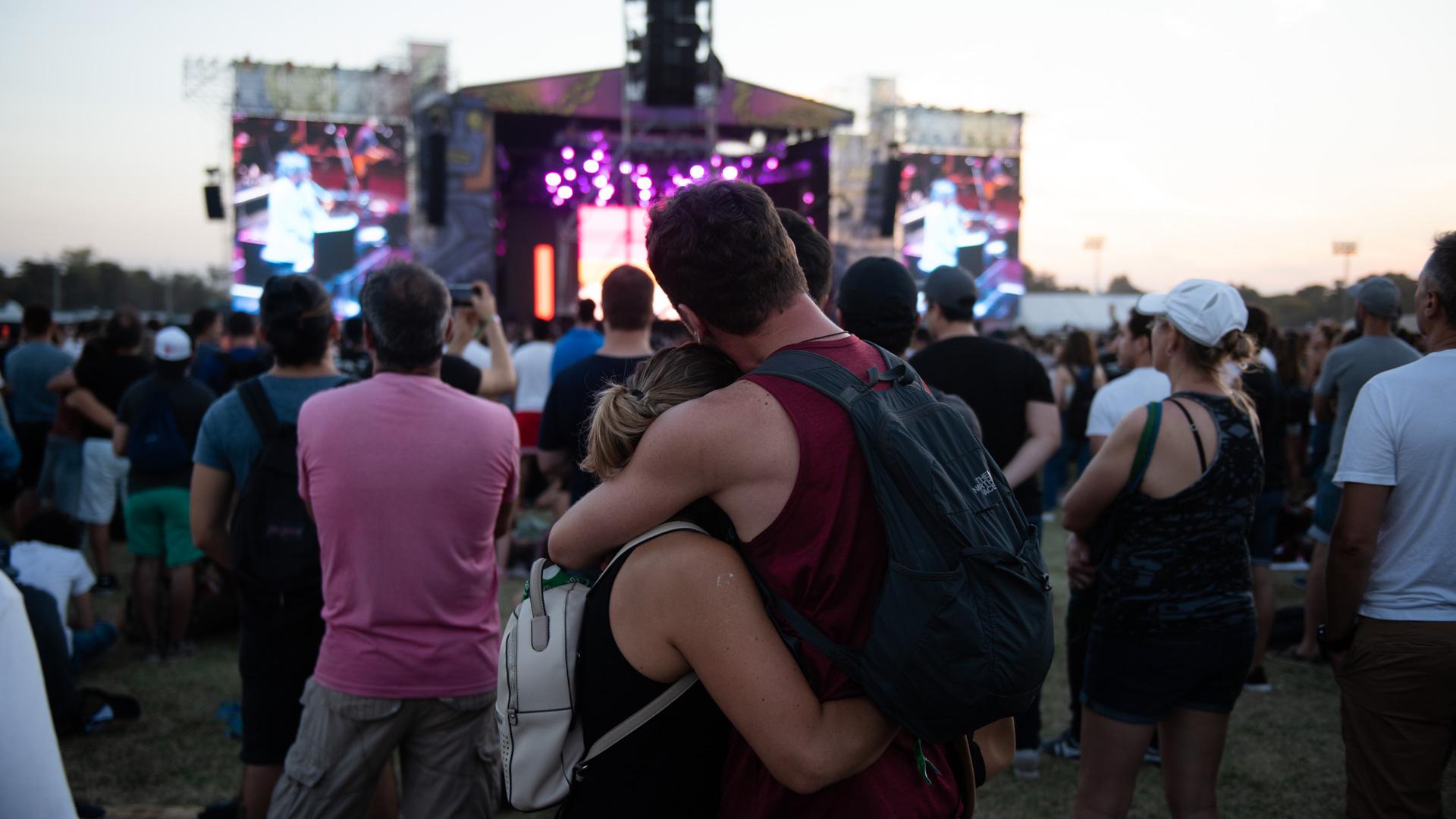 El amor, en medio de la vorágine del Lolla (Adrián Escandar)