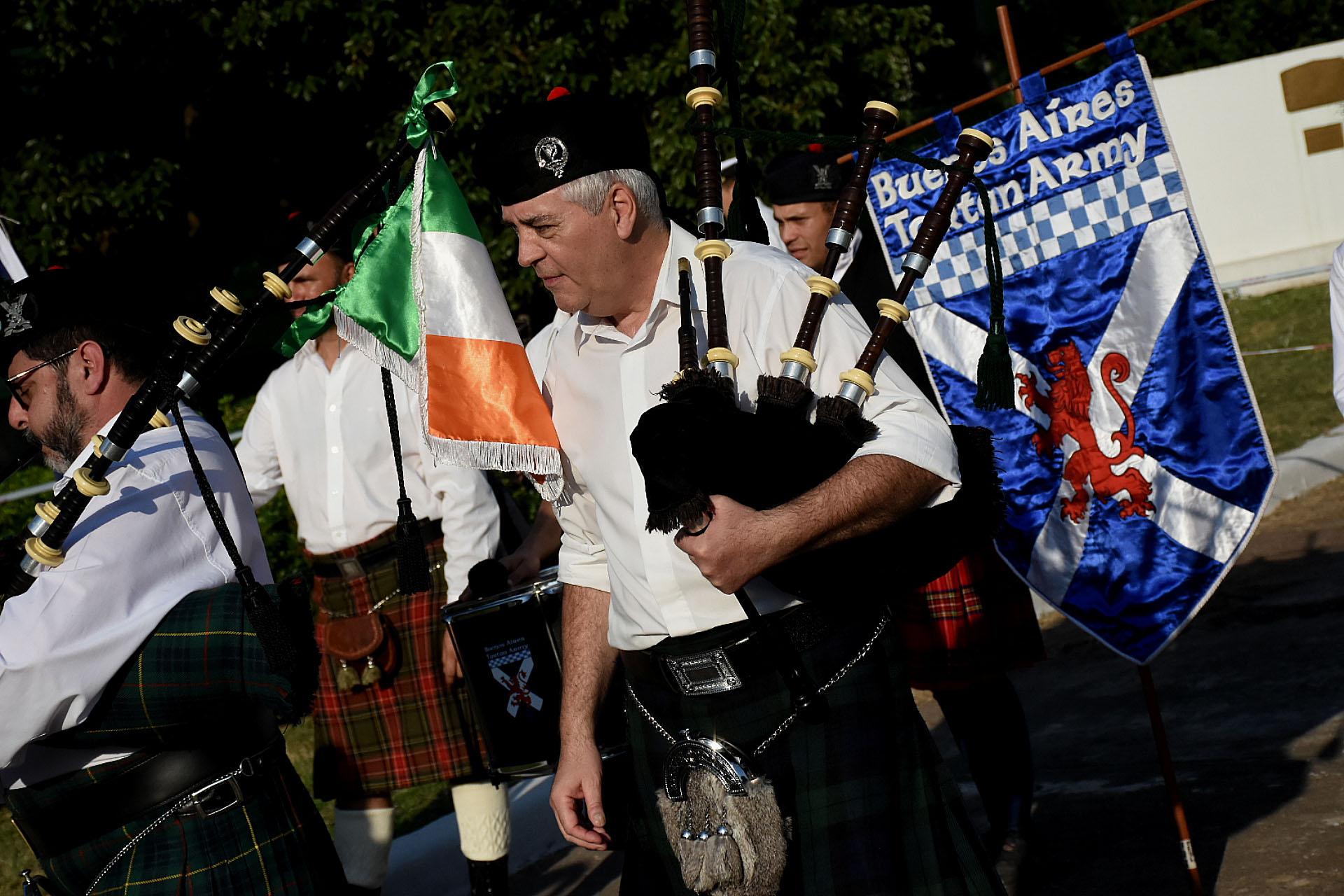 También expuso sus destrezas la Asociación Argentina Irlandesa Almirante Brown, que sorprendió al público interpretando la marcha de San Lorenzo