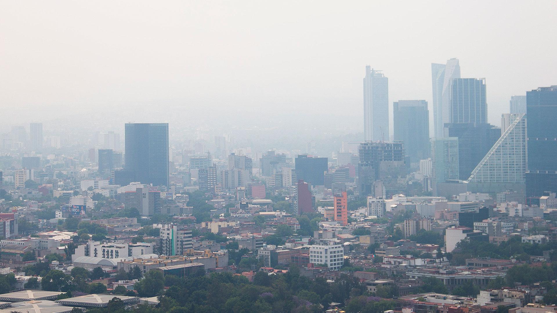 Un día que será recordado por su intensa contaminación en el aire, seguido por intensa lluvia (Foto: Cuartoscuro)