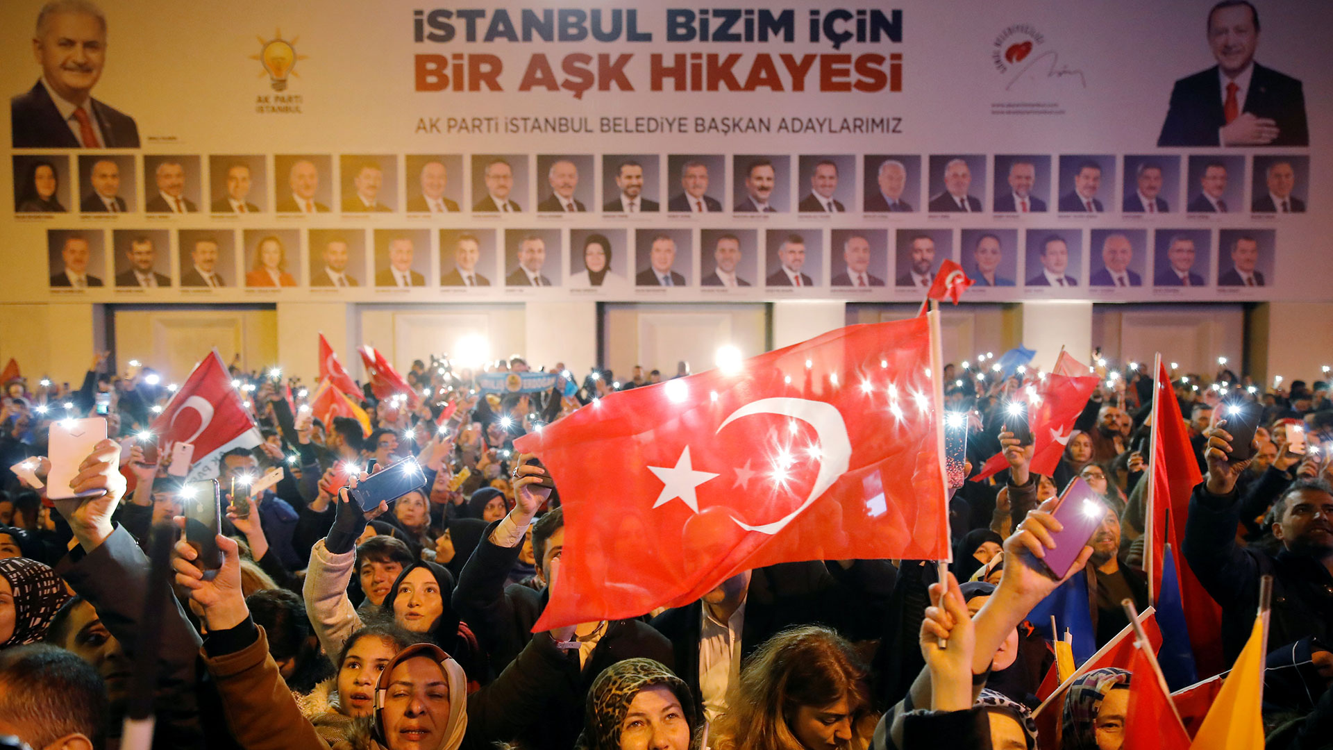 Simpatizantes del partido de Erdogan, el AK (Reuters)