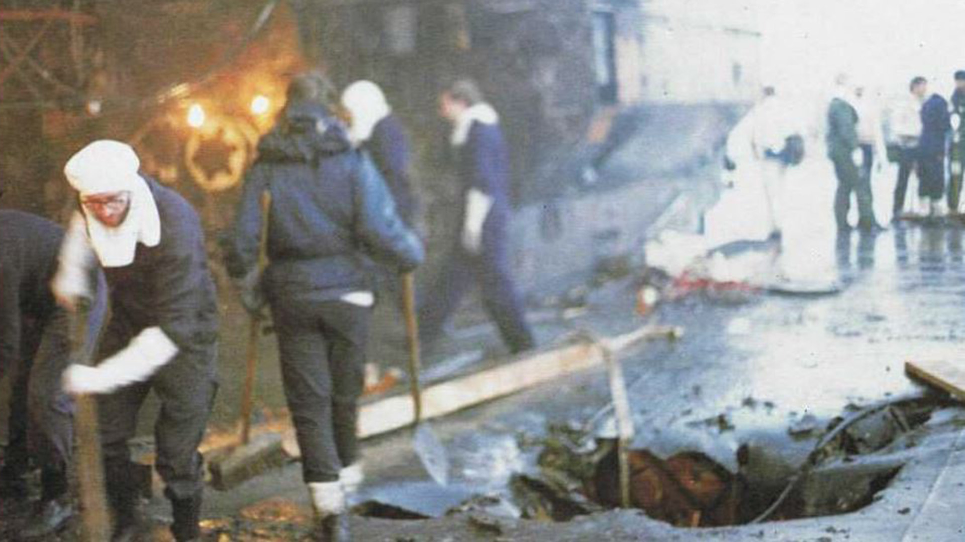El HMS Glamorgan, un de los buques de la flota real dañados el 1 de mayo de 1982. El buque fue seriamente averiado y estuvo fuera de combate hasta junio. Los otros barcos alcanzados por las bombas de los aviadores argentinos fueron el HMS Arrow, el HMS Exeter y el HMS Alacrity
