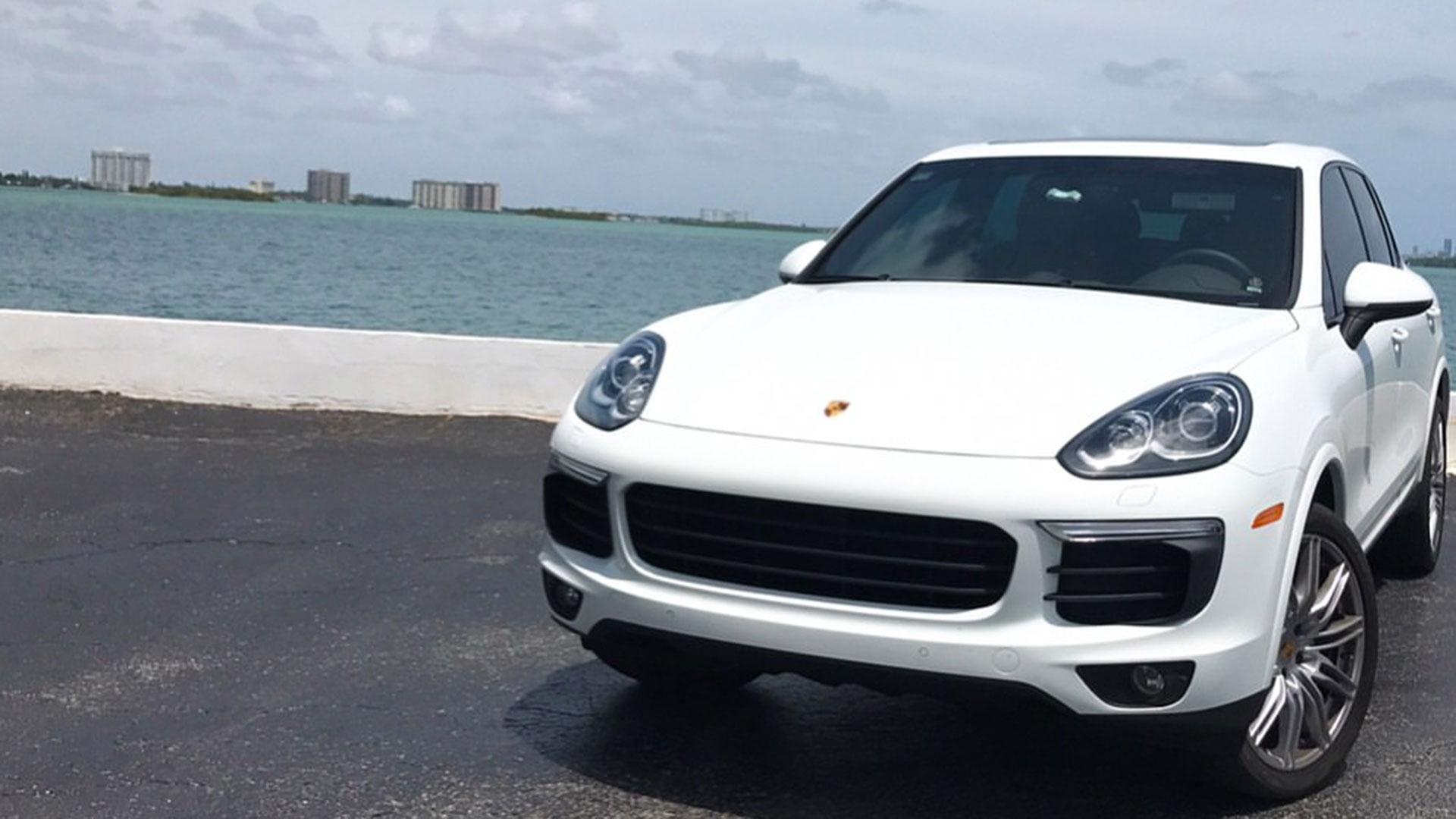 Entre sus propiedades figuraba una camioneta Porsche blanca que usaba para ir a la universidad.