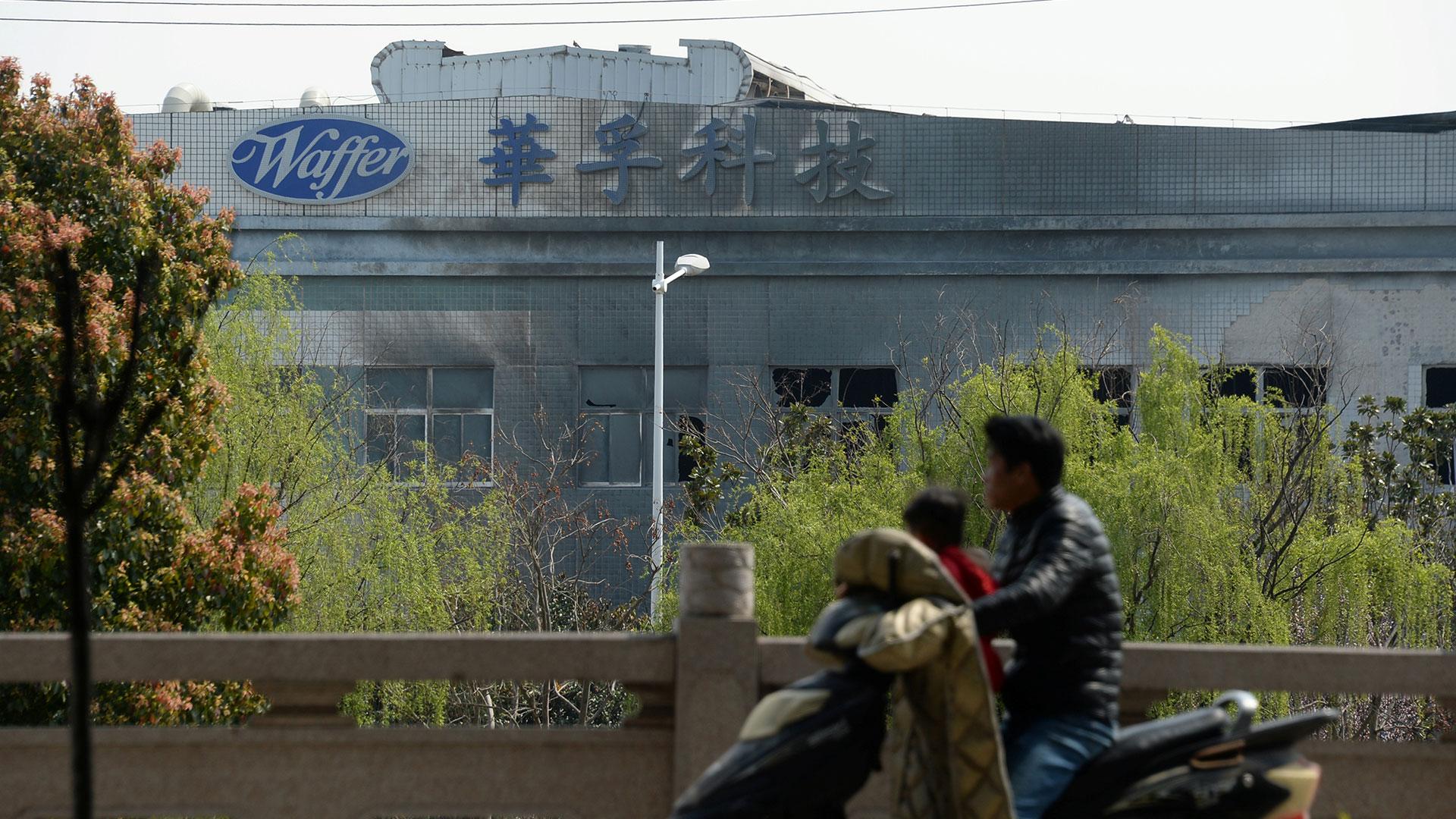 Así quedó el frente de la empresa Waffer tras la explosión (Reuters)