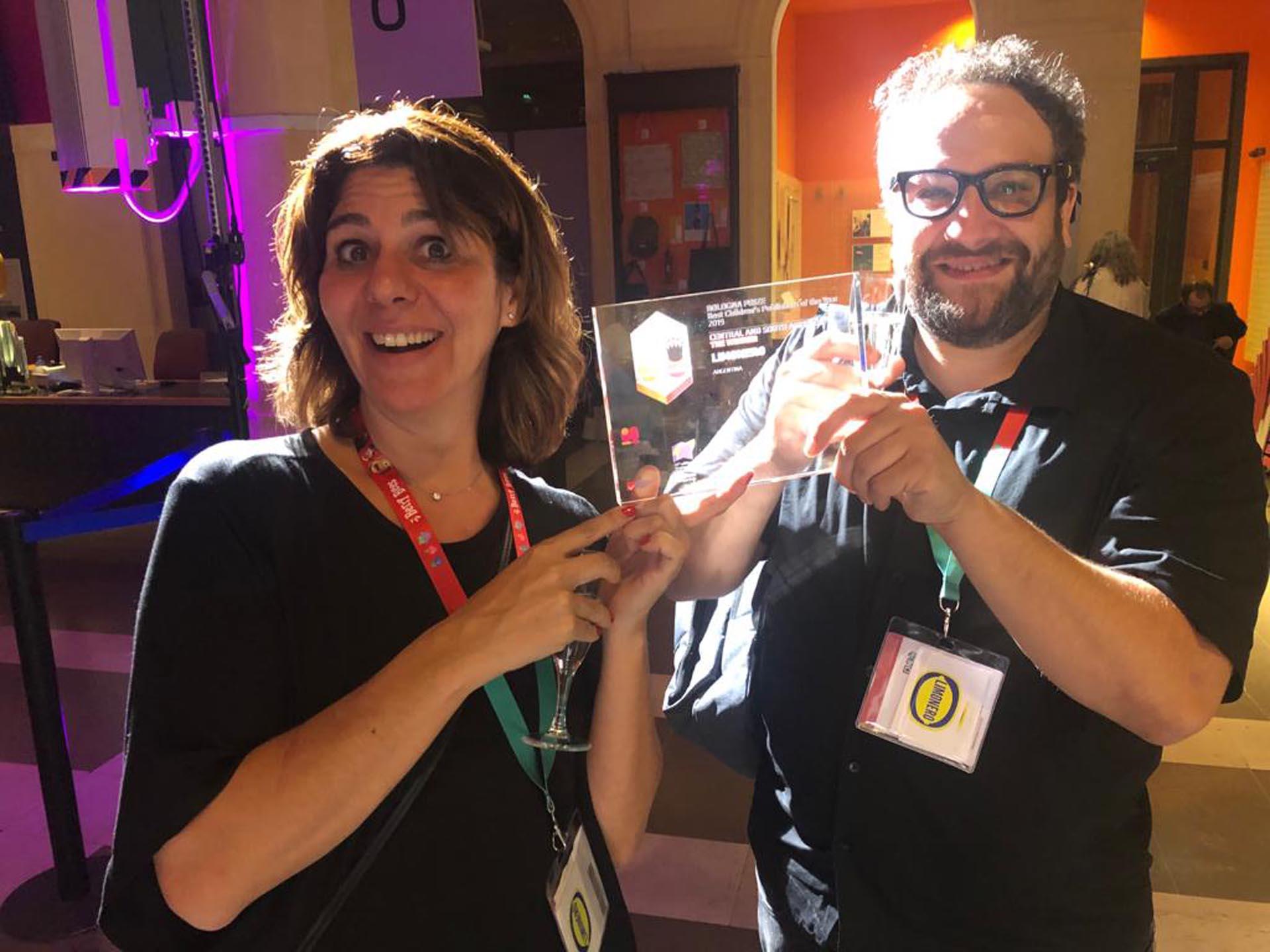Luciana Kirschenbaumm, y Manuel Rud tras la ceremonia de entrega del galardón