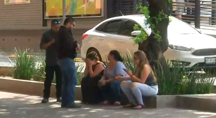 Amigos del músico llegaron al Ministerio Público para declarar (Foto: Televisa)