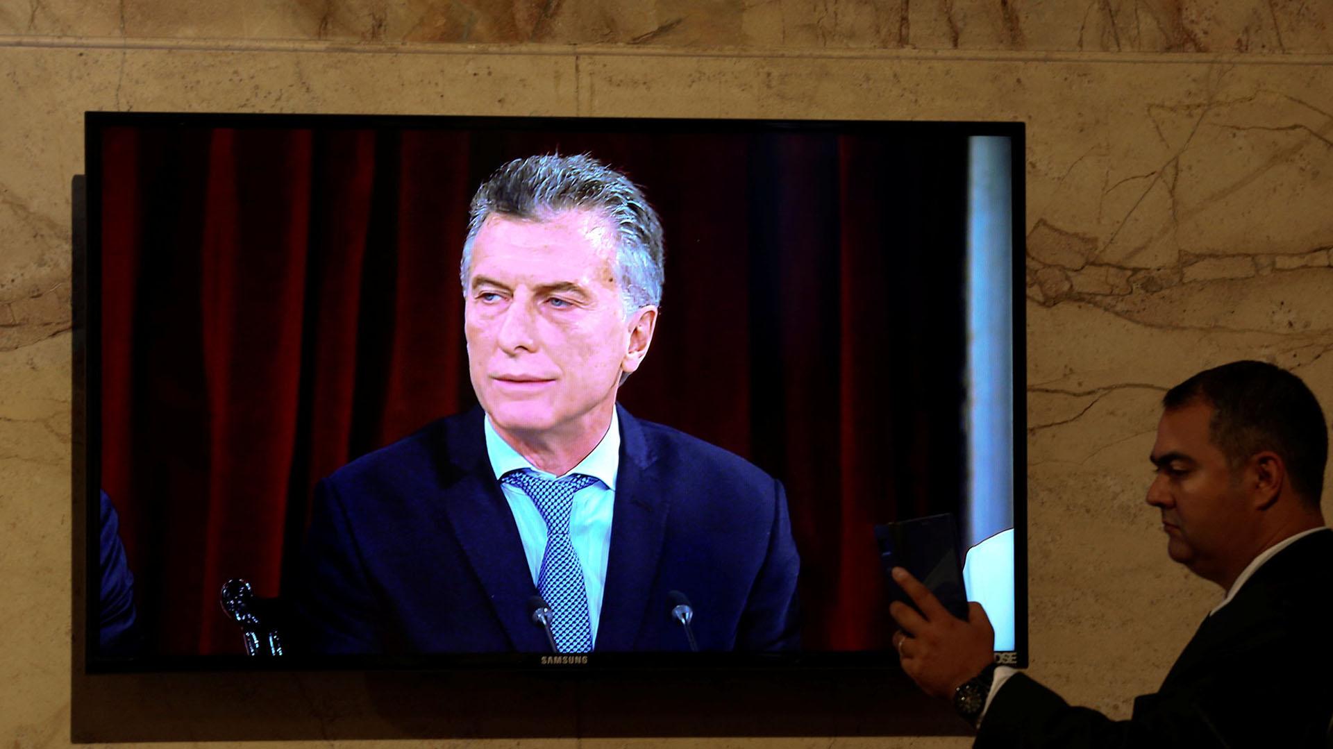Informaciones falsas contra el presidente de la Argentina, Mauricio Macri, circulan por Twitter, Facebook, Instagram y WhatsApp desde hace semanas.(Foto:Marcos Brindicci/Reuters)