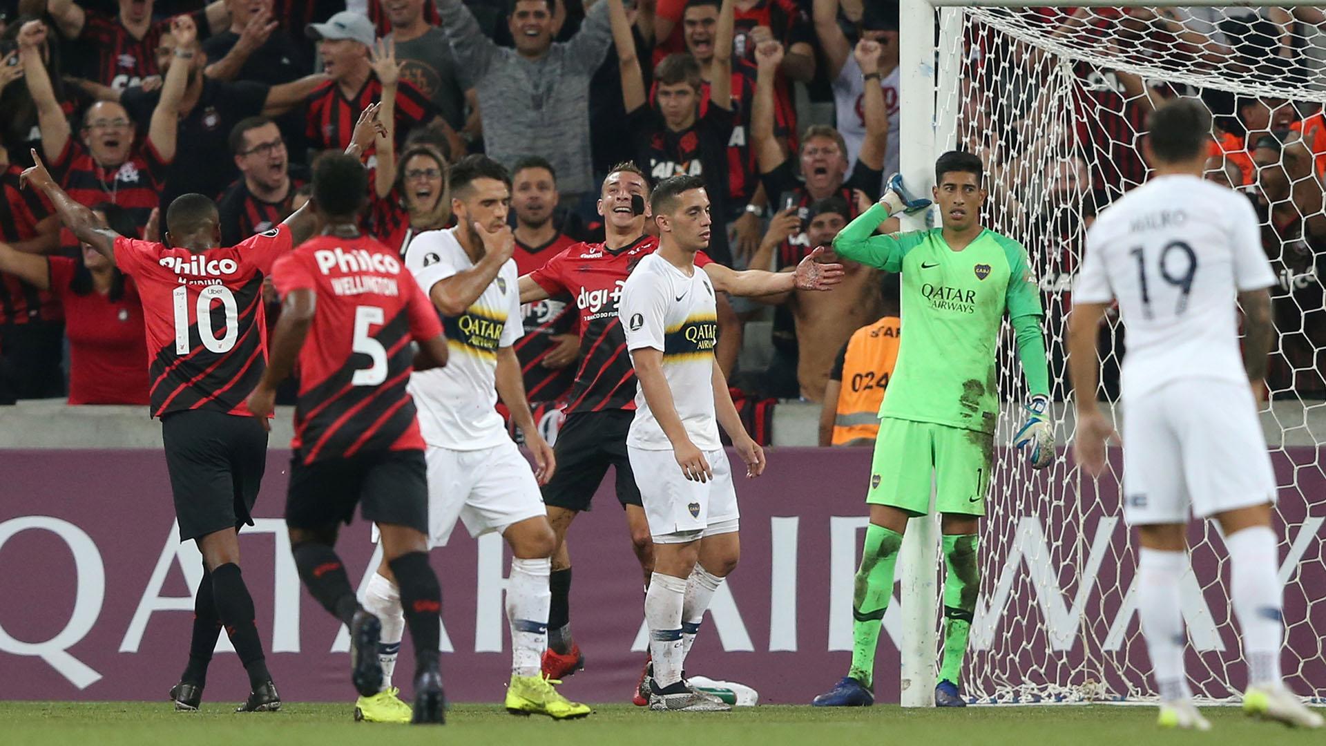 En su último partido por la Libertadores, Boca cayó 3-0 ante Atlético Paranaense, en Brasil(REUTERS/Rodolfo Buhrer)