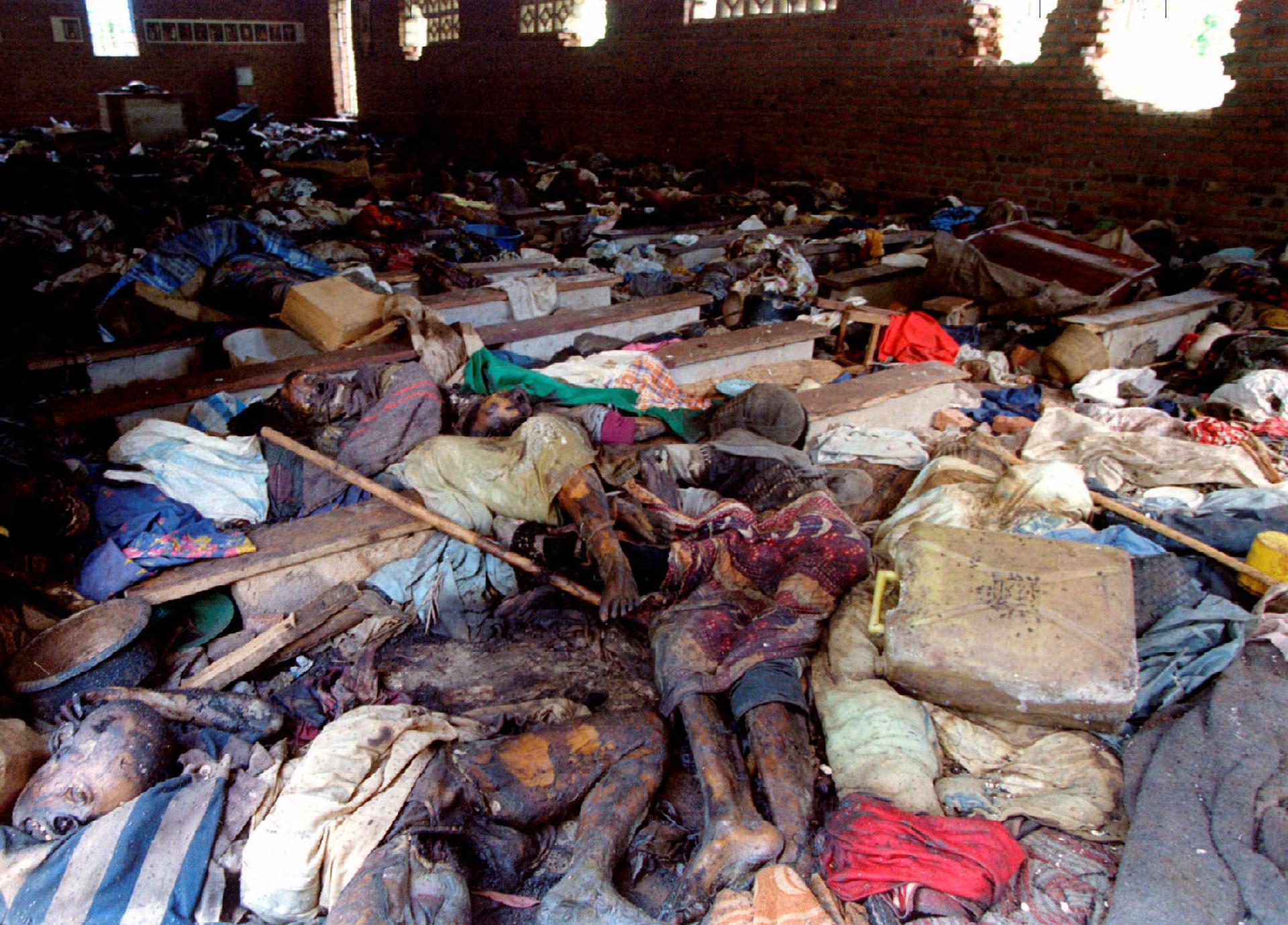 Los restos de unos 500 tutsis asesinados por milicias hutus en una iglesia el 17 de junio de 1994 (Reuters)