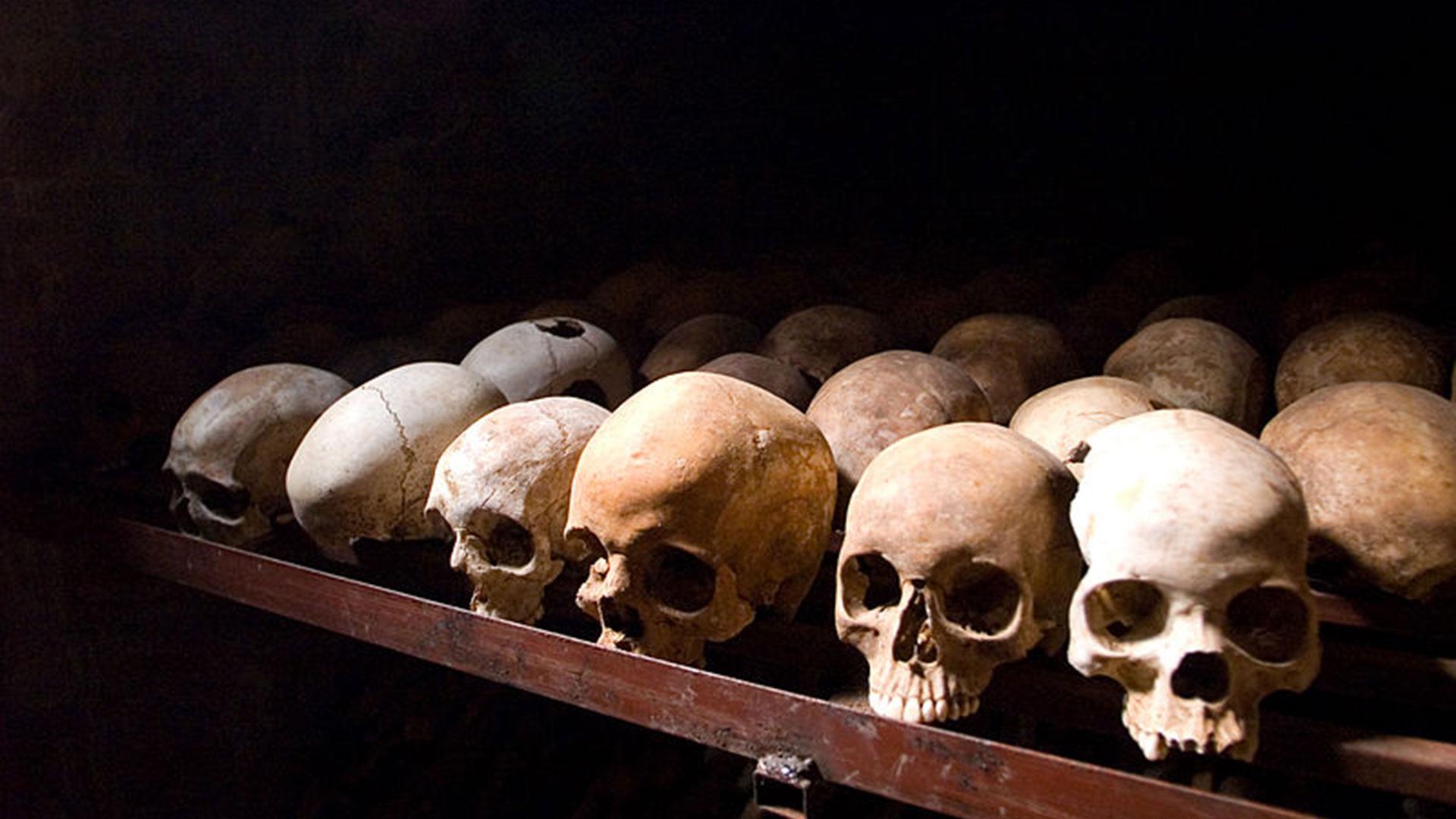 Calaveras pertenecientes a víctimas del genocidio, exhibidas en el Memorial Nyamata, ubicado en la ciudad de Kinazi (Fanny Schertzer)