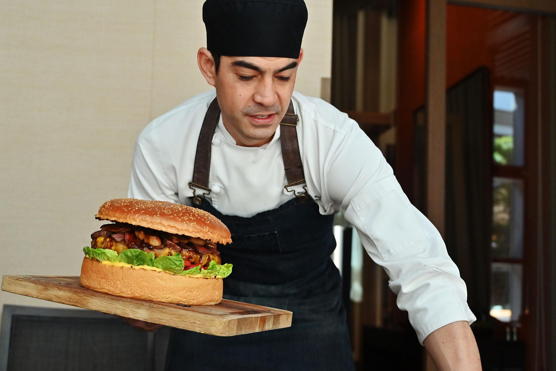 """""""Hacerla al estilo estadounidense usando ingredientes japoneses es como ponerme a mí en un pan. Me pone en contacto con mis raíces"""", explica el chef, de raíces de ambos países"""