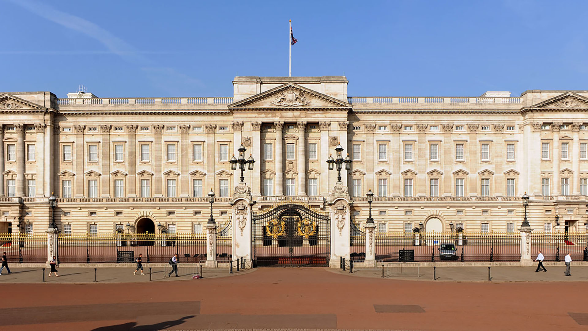 Uno de los palacios más famosos de la Corona Británica, al Buckingham Palace es posible visitarlo
