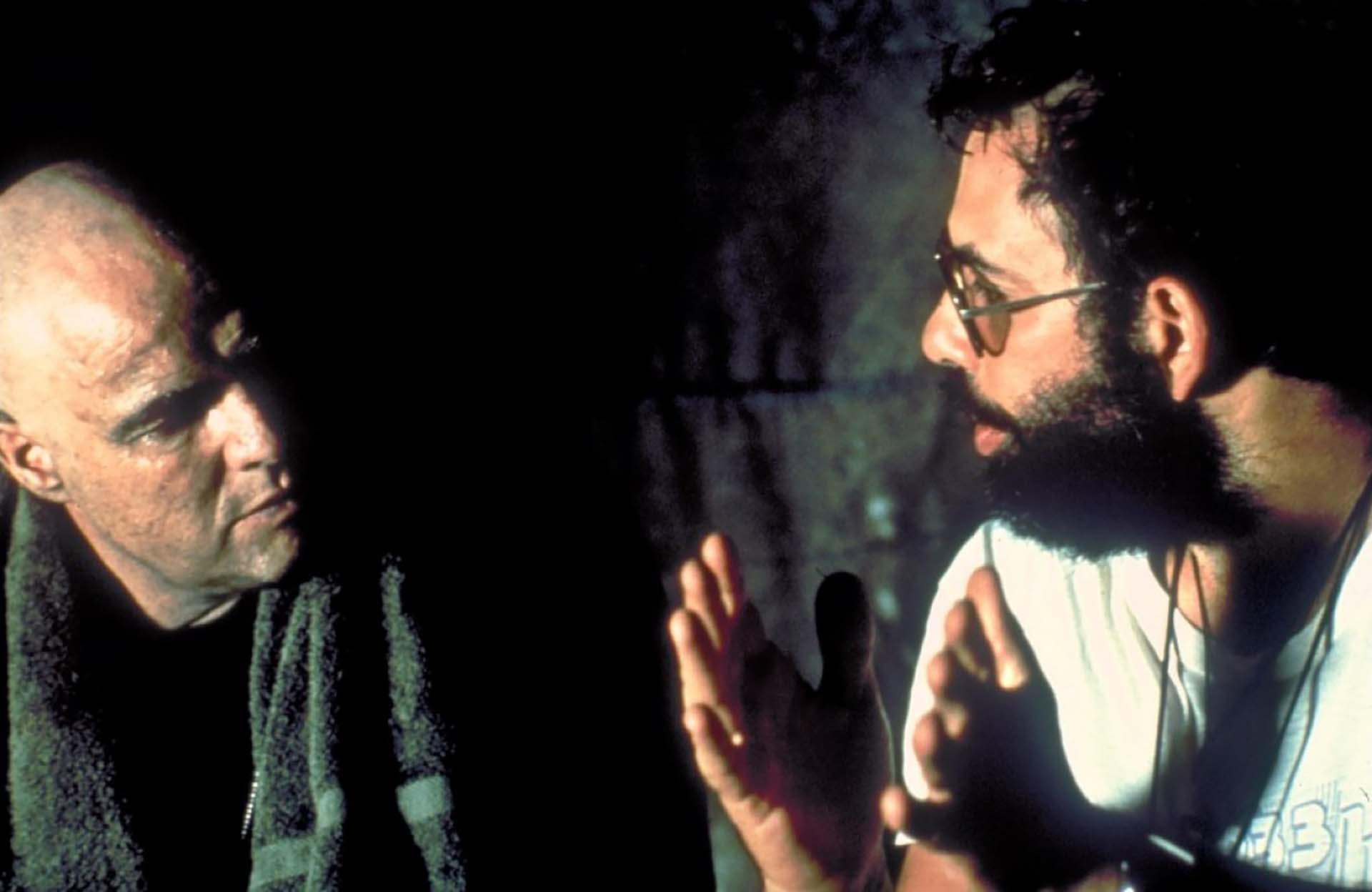 """Marlon Brando junto a Francis Ford Coppola en """"Apocalypse Now"""" (1979). La película contó en su reparto con grandes estrellas como Martin Sheen, Robert Duvall, Dennis Hopper y Harrison Ford"""