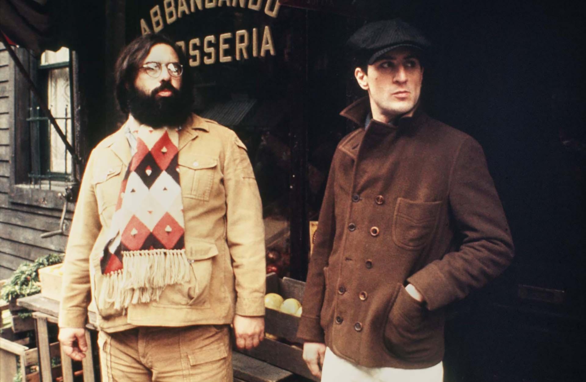 """Robert De Niro y Francis Ford Coppola en las calles de Nueva York en """"El Padrino: Parte II"""" (1974)"""