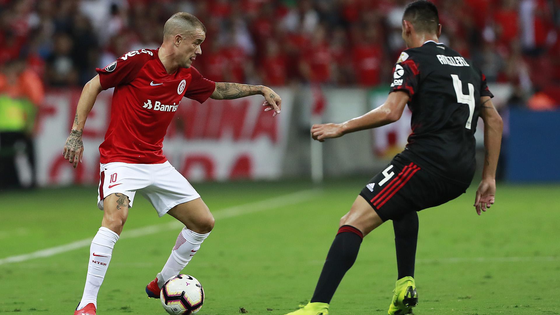 Andres D'Alessandro volverá a jugar en el estadio Monumental, cuando el Inter visite a River, por la última fecha de la fase de grupos de la Copa Libertadores (AFP)