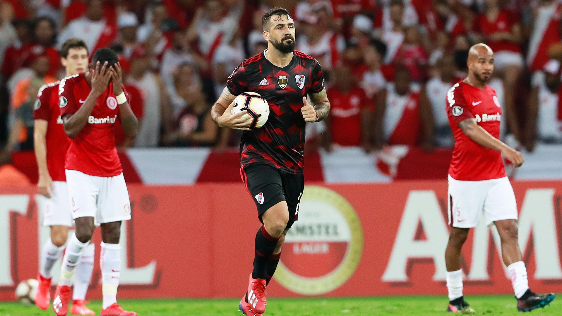 Después de estar 0-2 en el partido de Porto Alegre, Pratto marcó uno de los goles para el empte final (AFP)