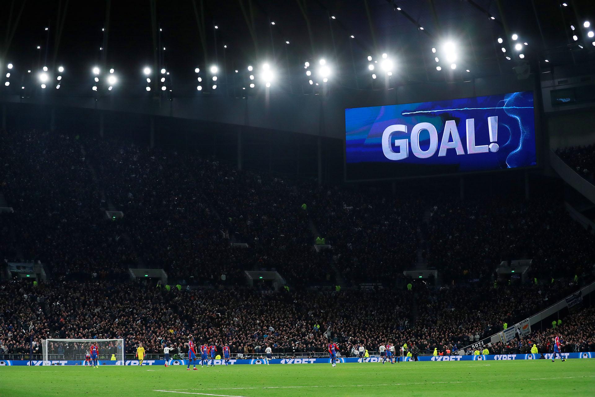El estadio es el cuarto con mayor capacidad del Reino Unido, detrás deWembley (90.000), Millenium Stadium de Cardiff (74.500) y Old Trafford (75.000)