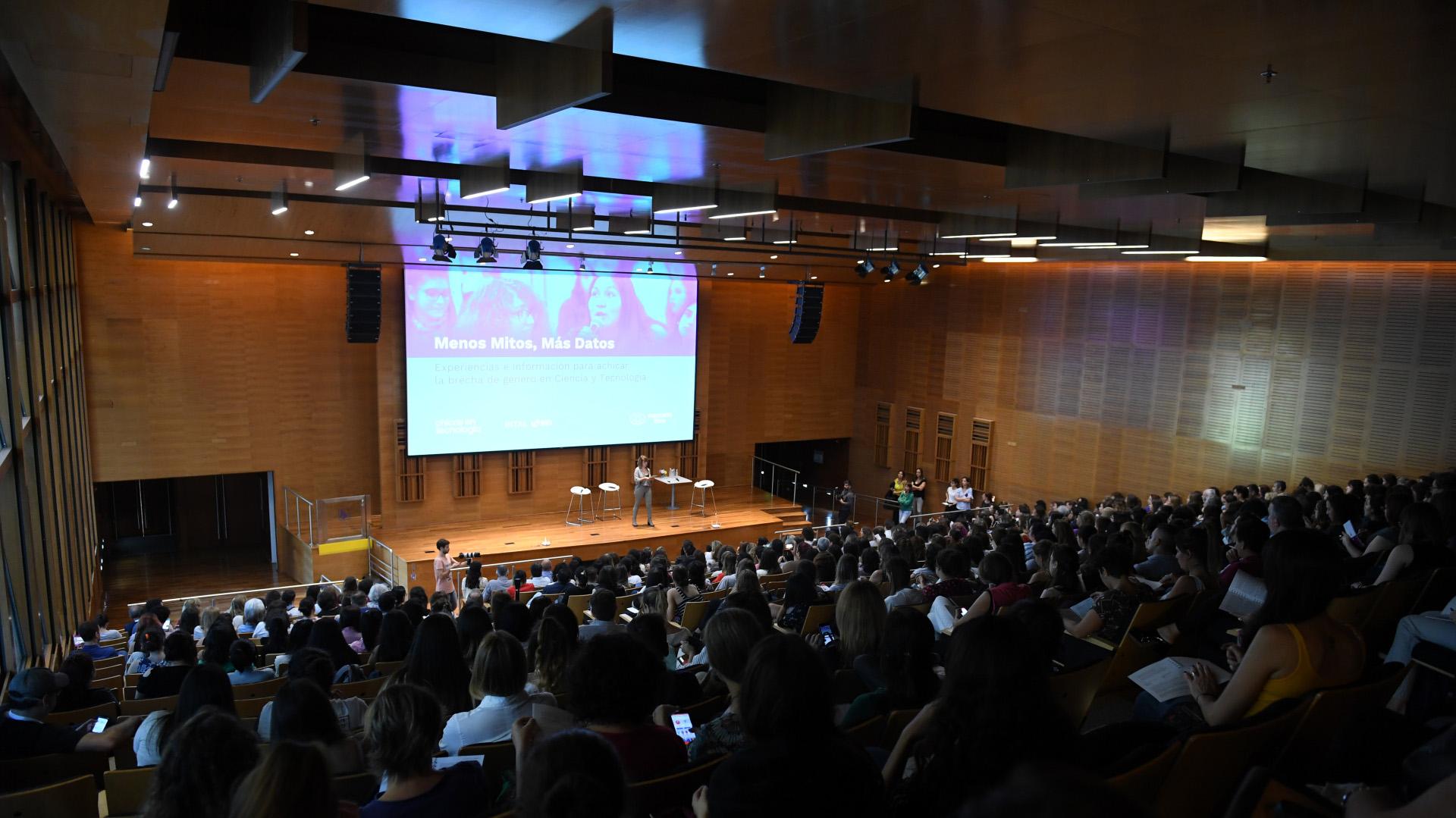 """El evento """"Menos Mitos, más datos"""" se hizo en el Centro Cultural de la Ciencia"""