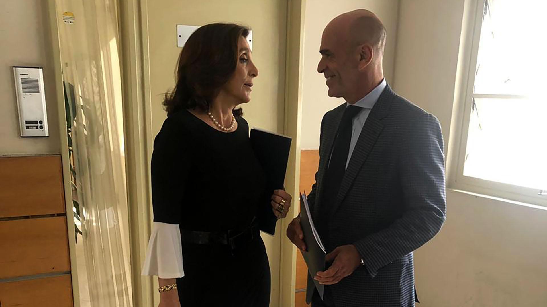 Silvia Majdalani y Gustavo Arribas antes de ingresar a su exposición frente a los legisladores