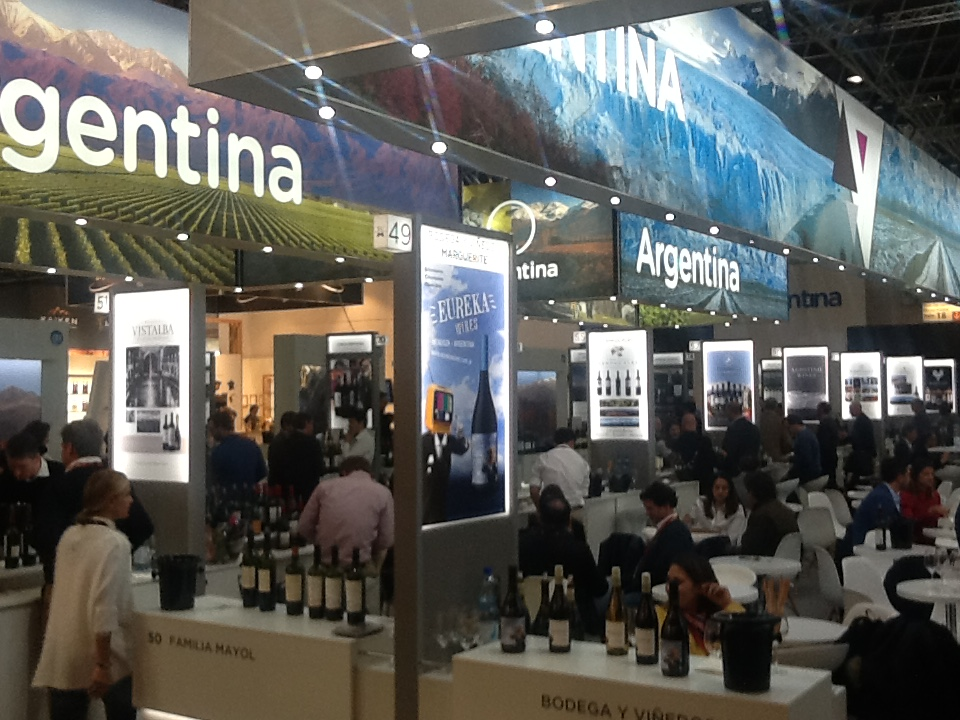 El vino es uno de los productos exportados del país con mayor valor agregado
