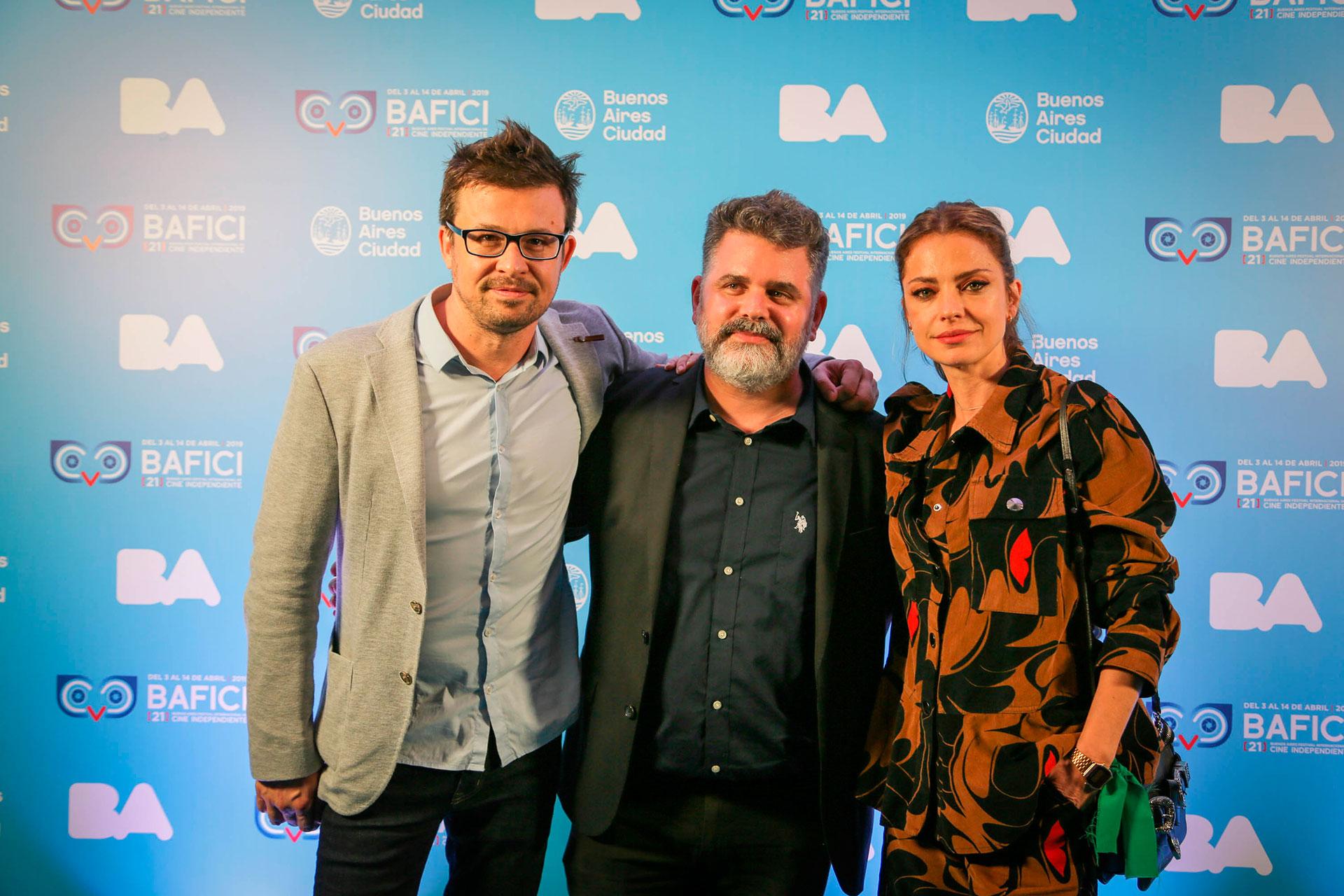 Javier Porta Fouz (director artístico), y Sebastián De Caro y Dolores Fonzi, director y protagonista de la comedia nacional Claudia, que abrió el Festival.