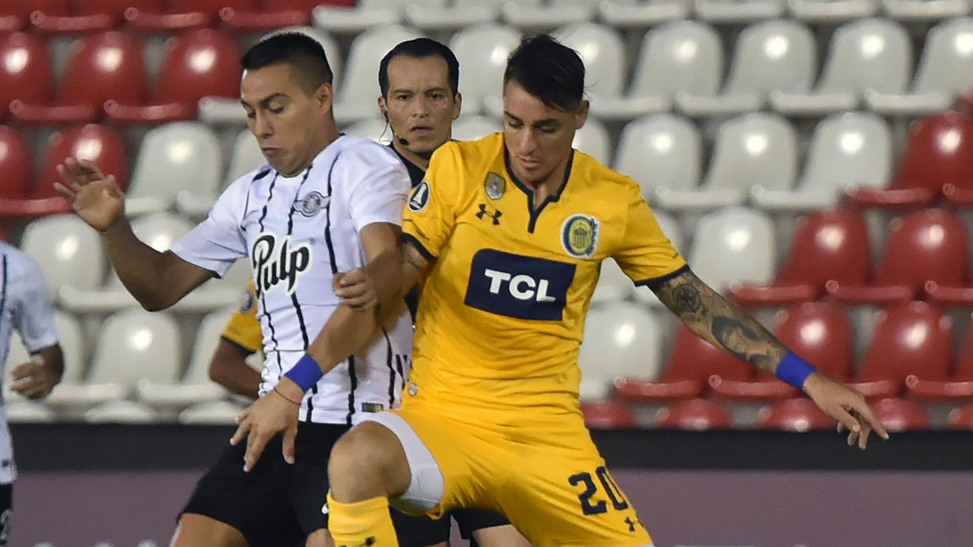 En su último partido por la Copa Libertadores, Rosario Central cayó 2-0 ante Libertad, en Paraguay (AFP)