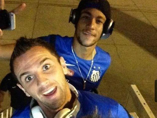 Neymar pidió tenerlo como compañero cuando Montillo jugaba en Cruzeiro. Y sus deseos fueron órdenes