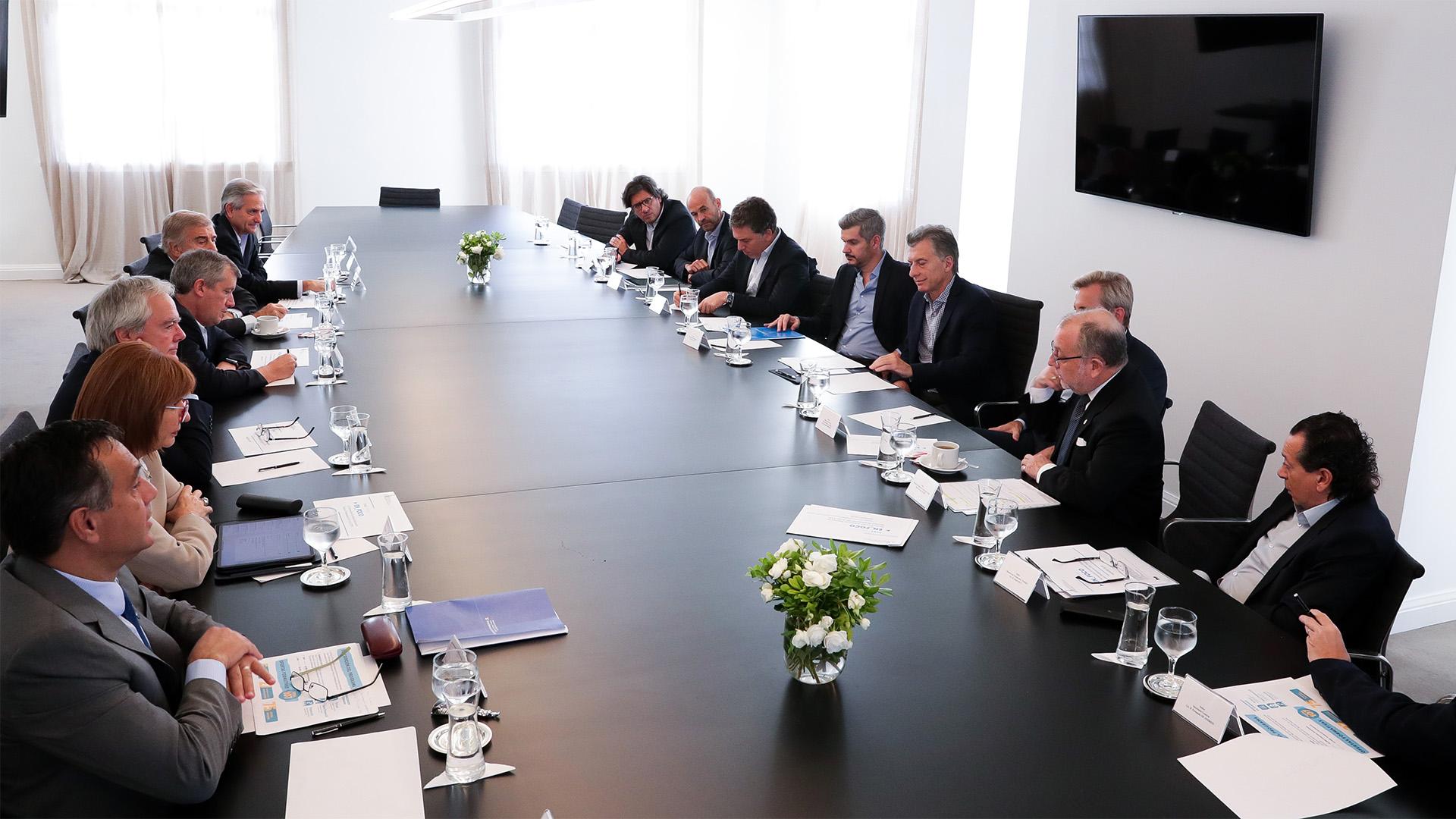 ¿Menem o Macri? El Presidente encabezó una reunión de gabinete (Foto: Prensa Presidencia)